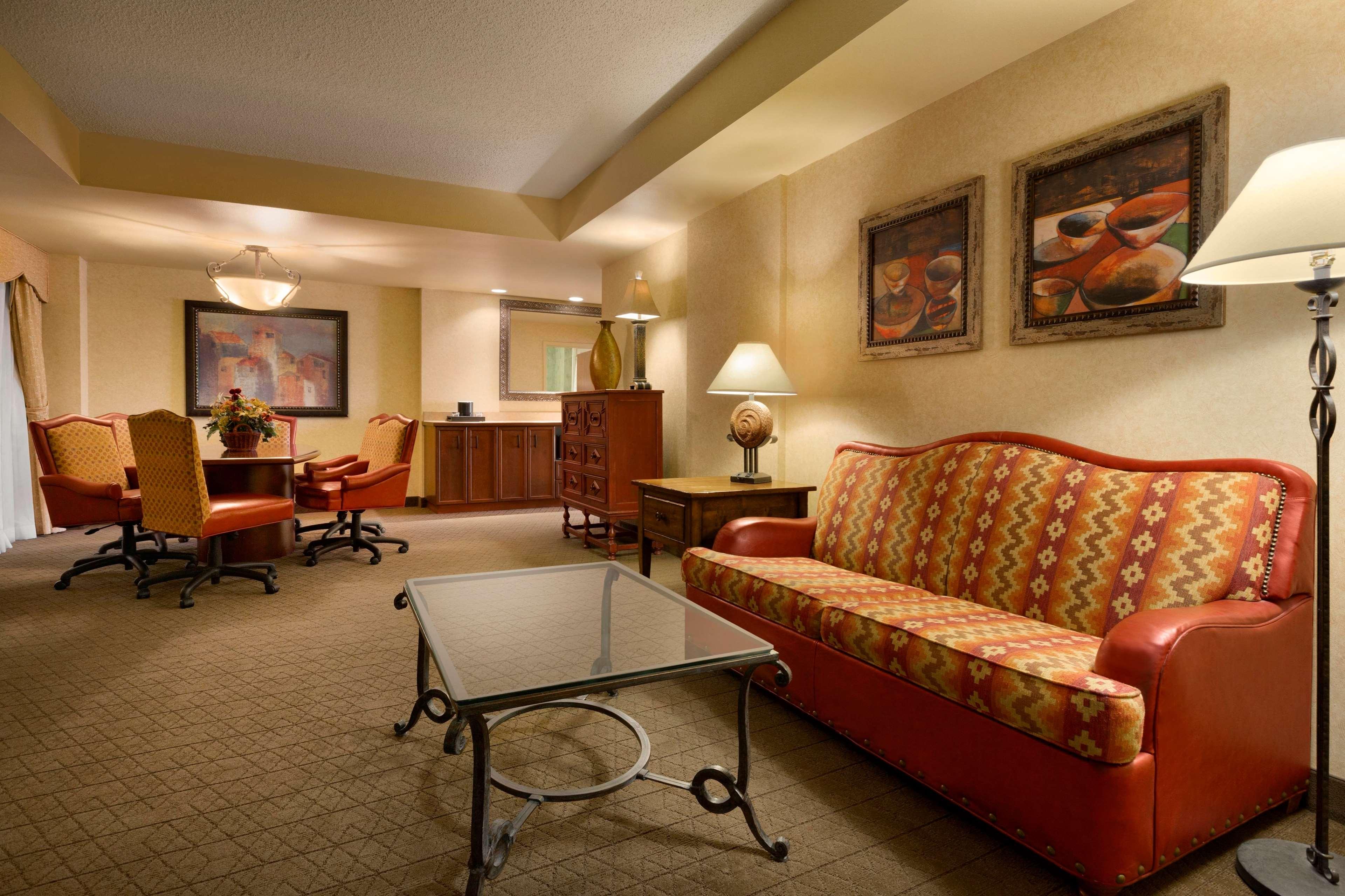 Embassy Suites by Hilton Albuquerque Hotel & Spa image 12