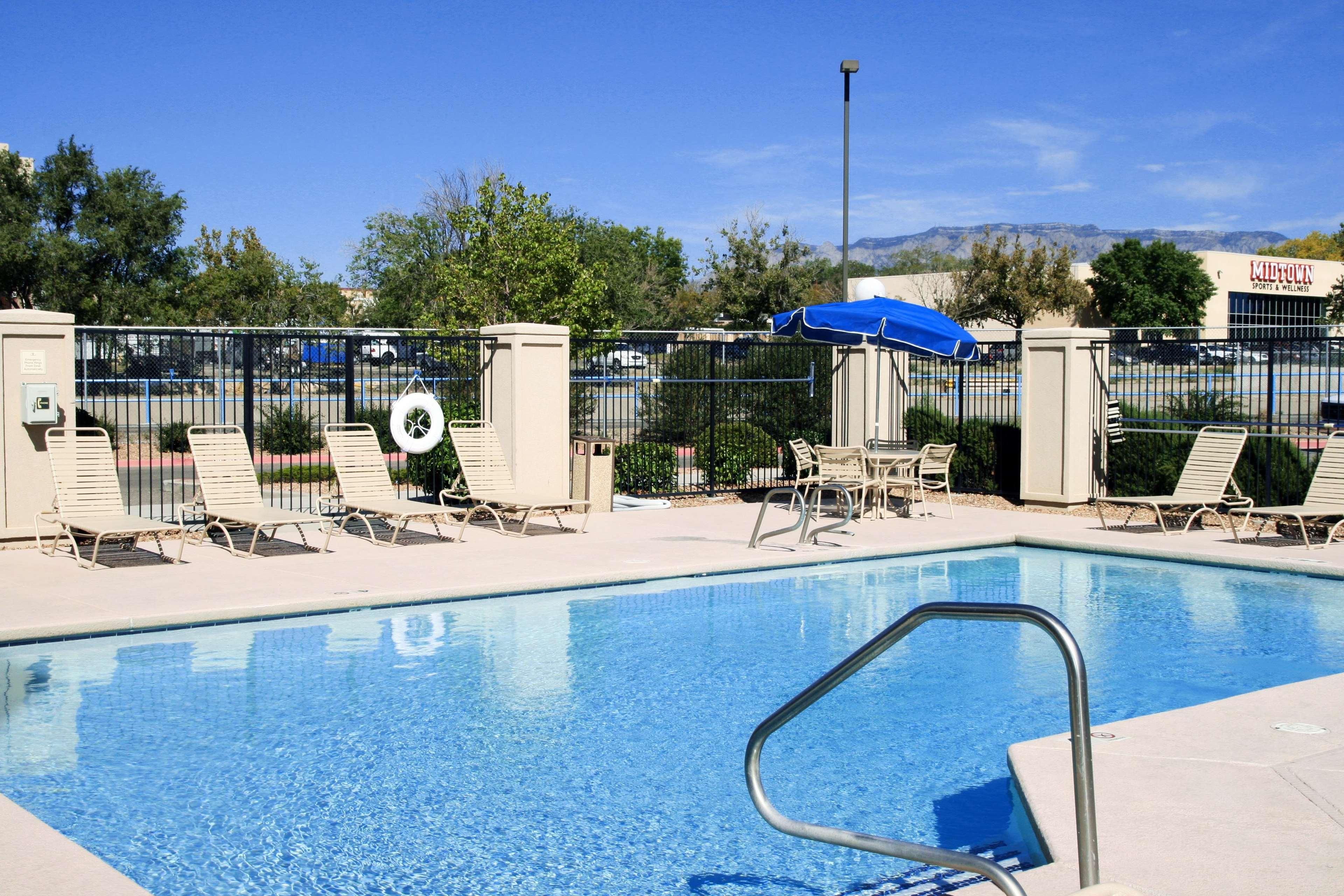 Hampton Inn Albuquerque-University/Midtown image 5