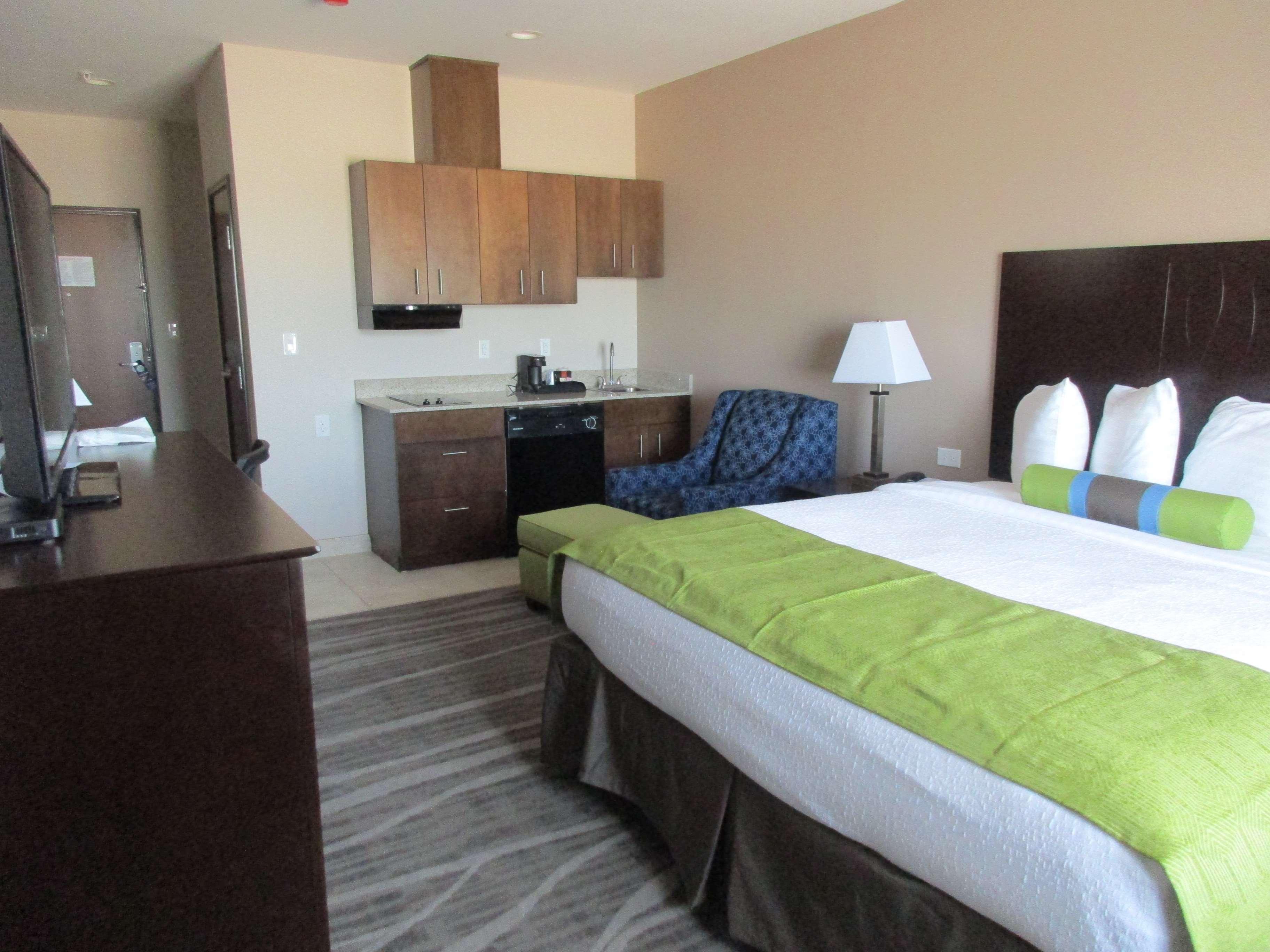 Best Western Plus Denver City Hotel & Suites image 10