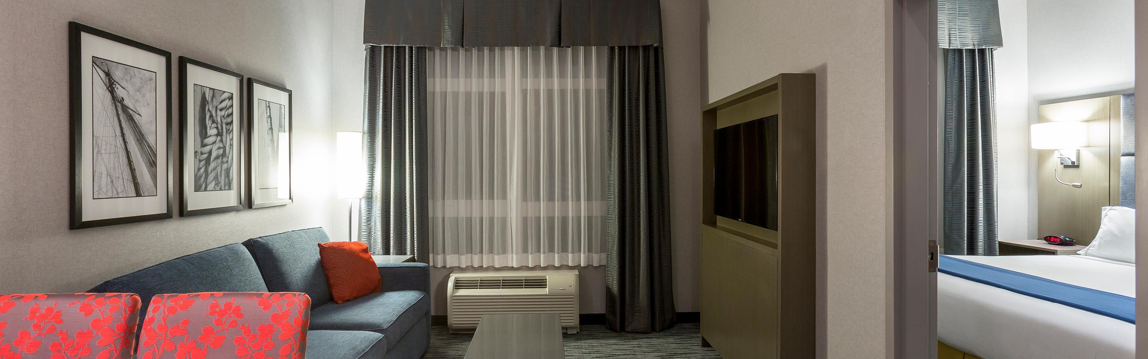 Holiday Inn Express & Suites Riverport Richmond in Richmond
