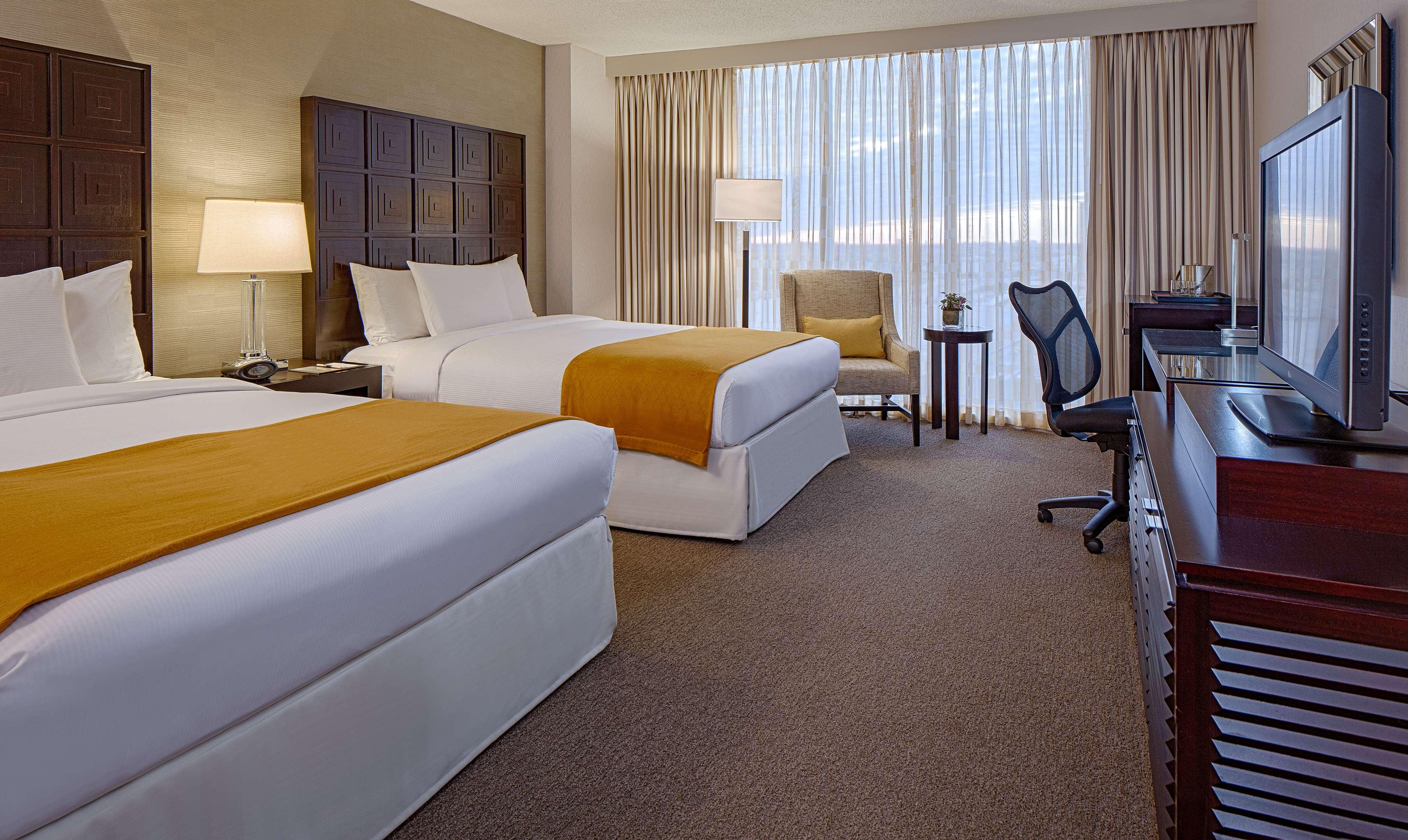DoubleTree by Hilton Hotel Houston - Greenway Plaza image 16