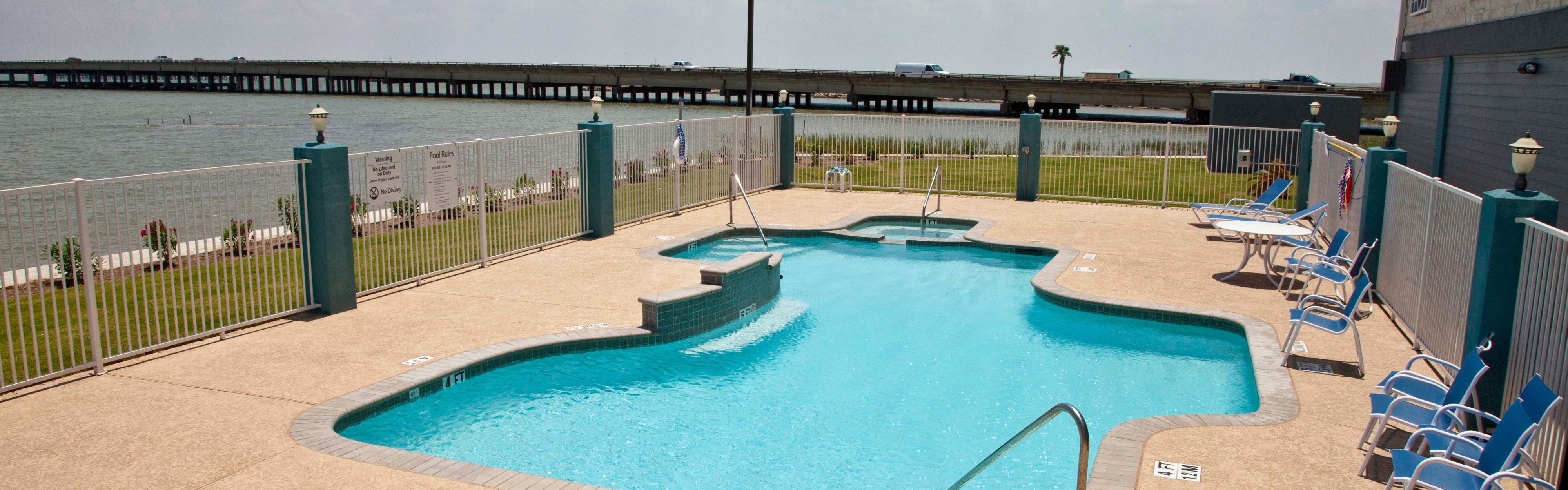 Holiday Inn Express & Suites Port Lavaca image 1
