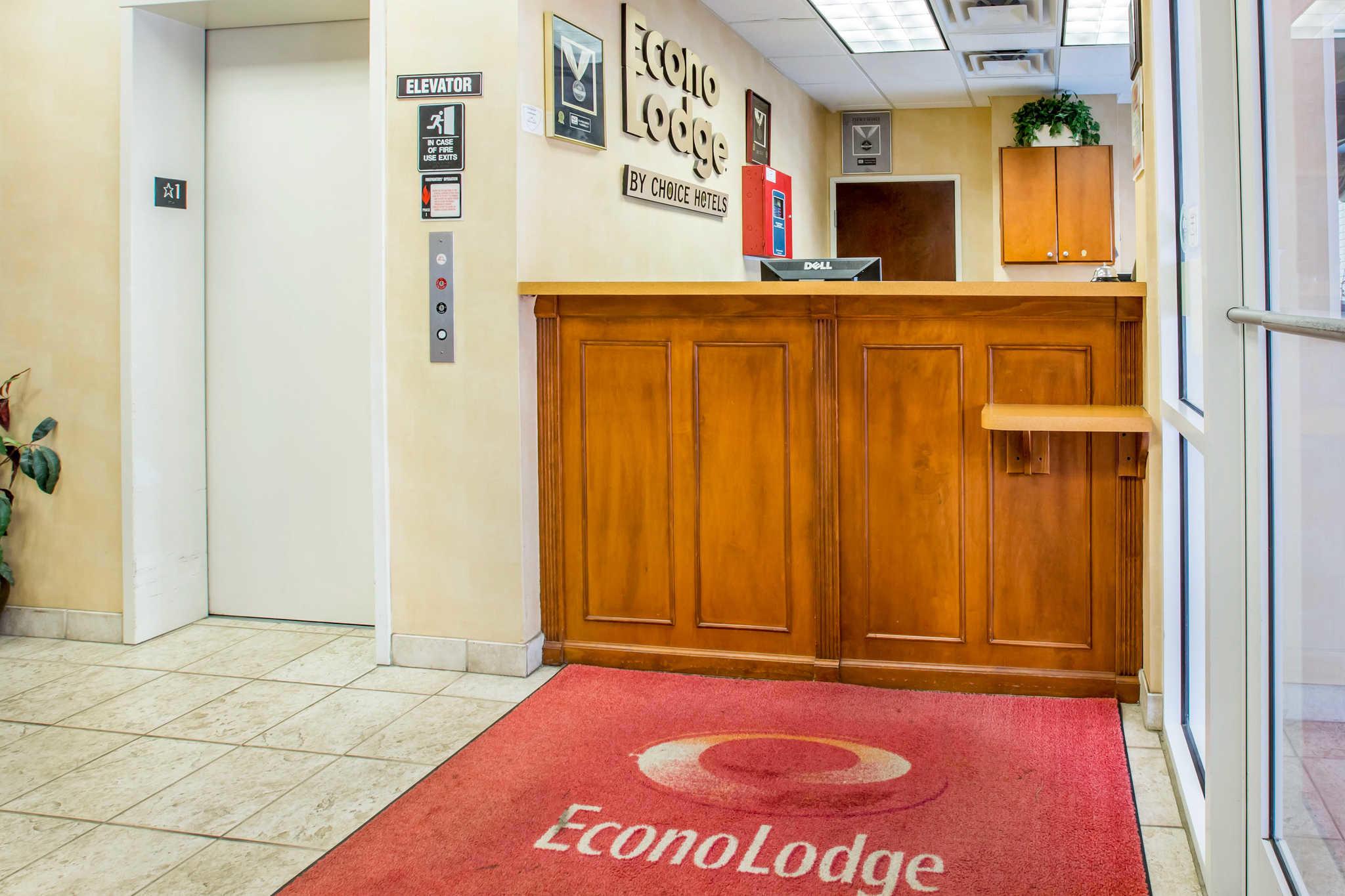 Econo Lodge image 4