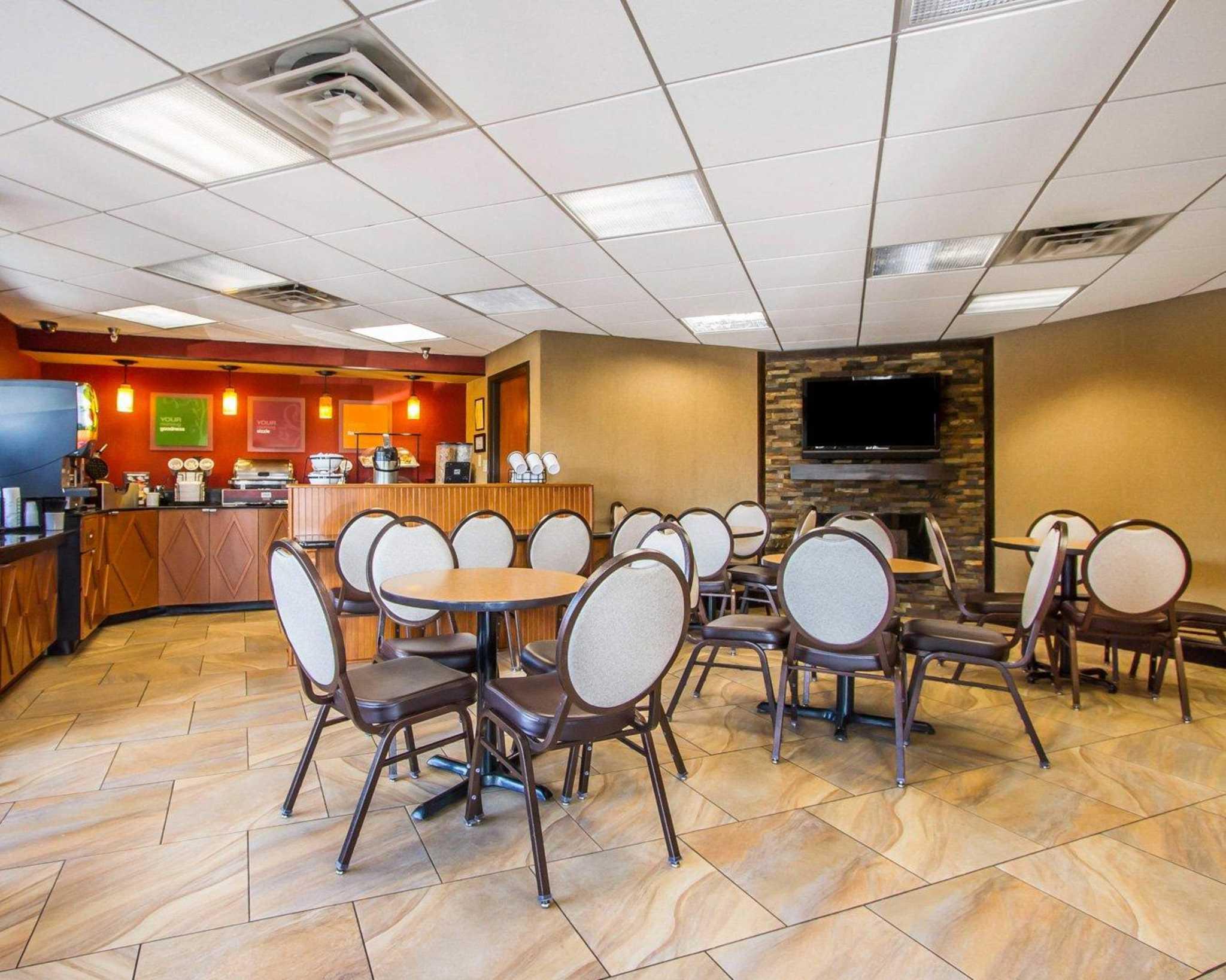 Rodeway Inn & Suites image 26