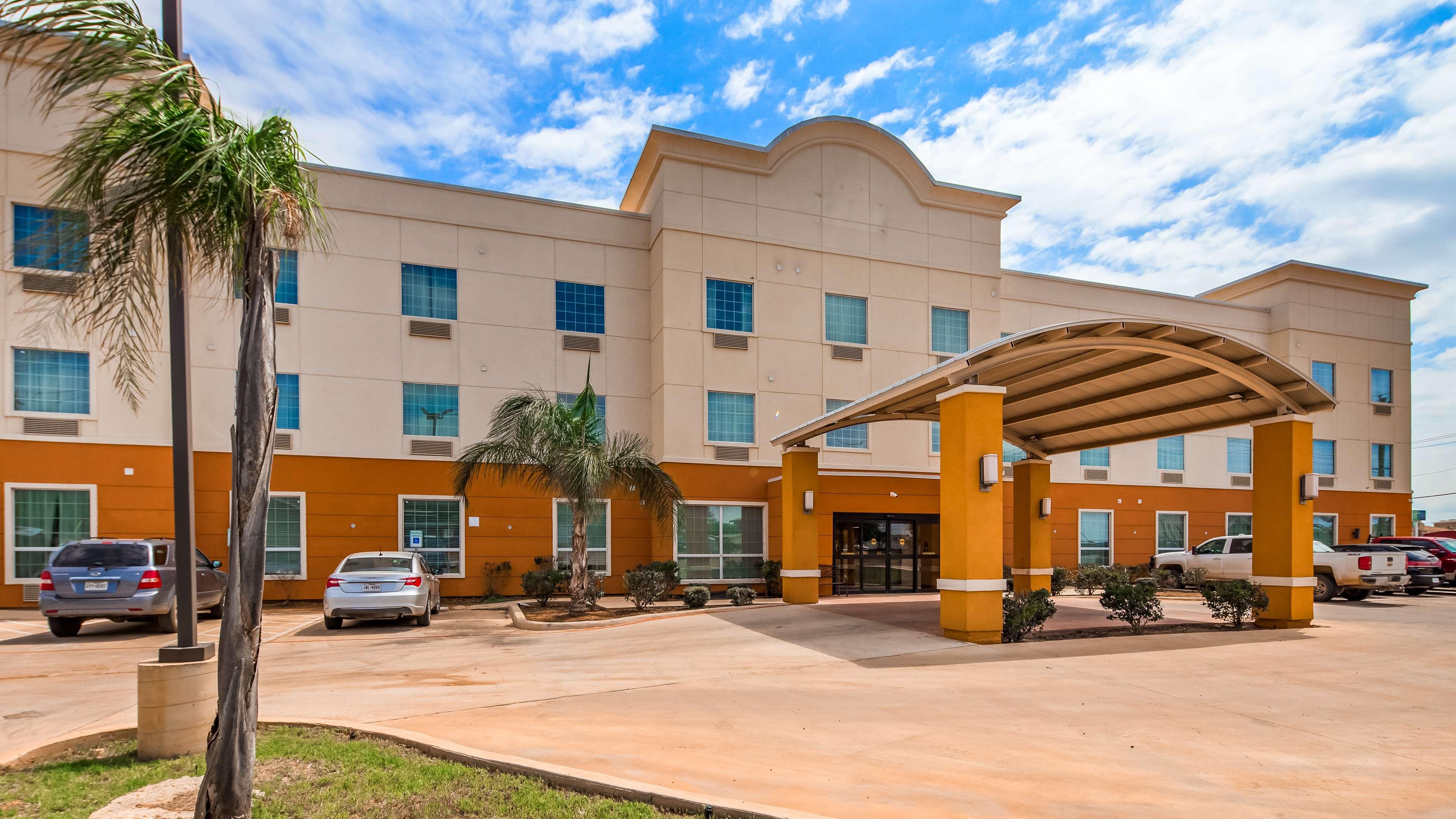 SureStay Hotel by Best Western Cotulla image 0
