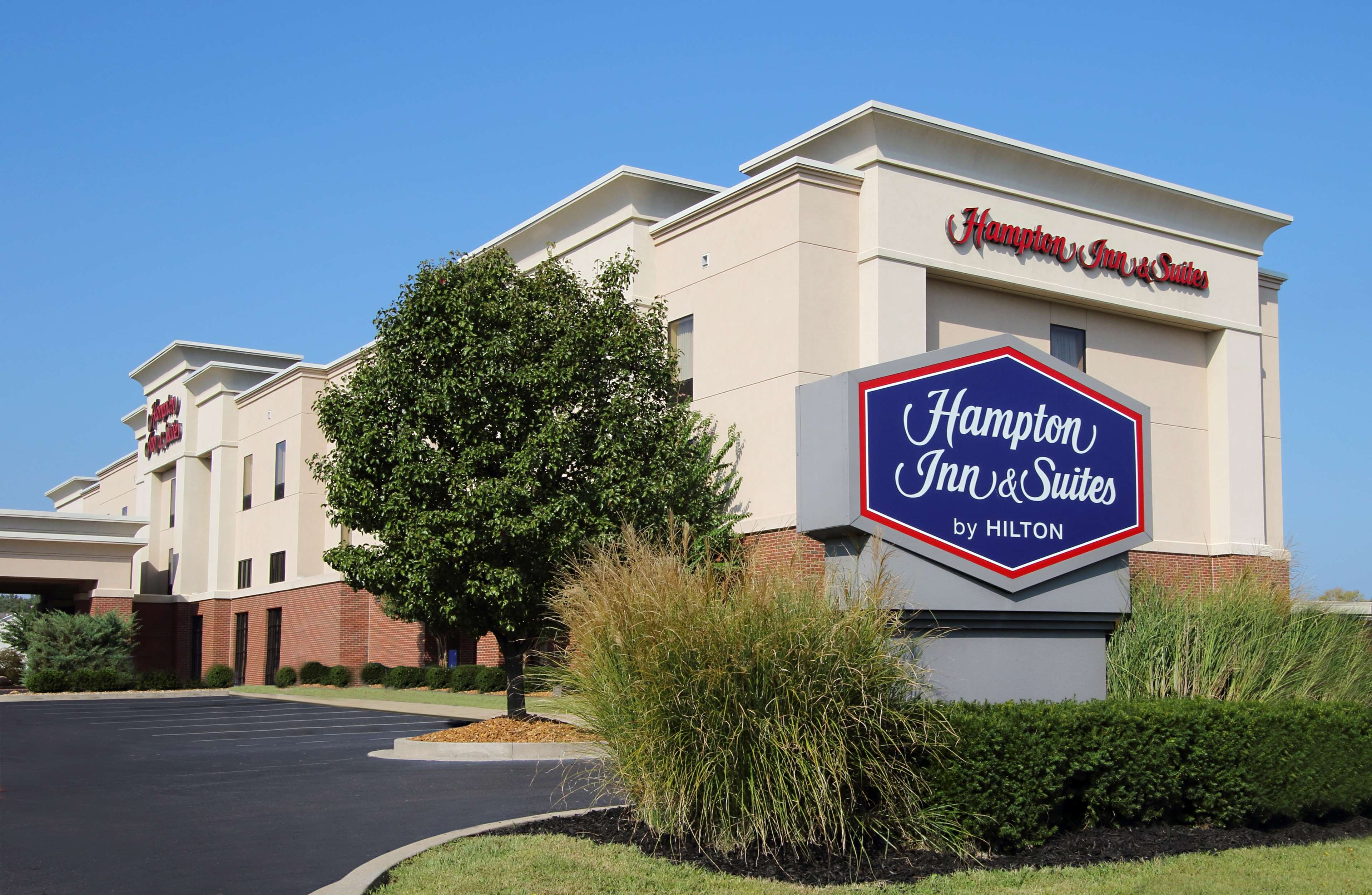 Hampton Inn & Suites Murray image 1
