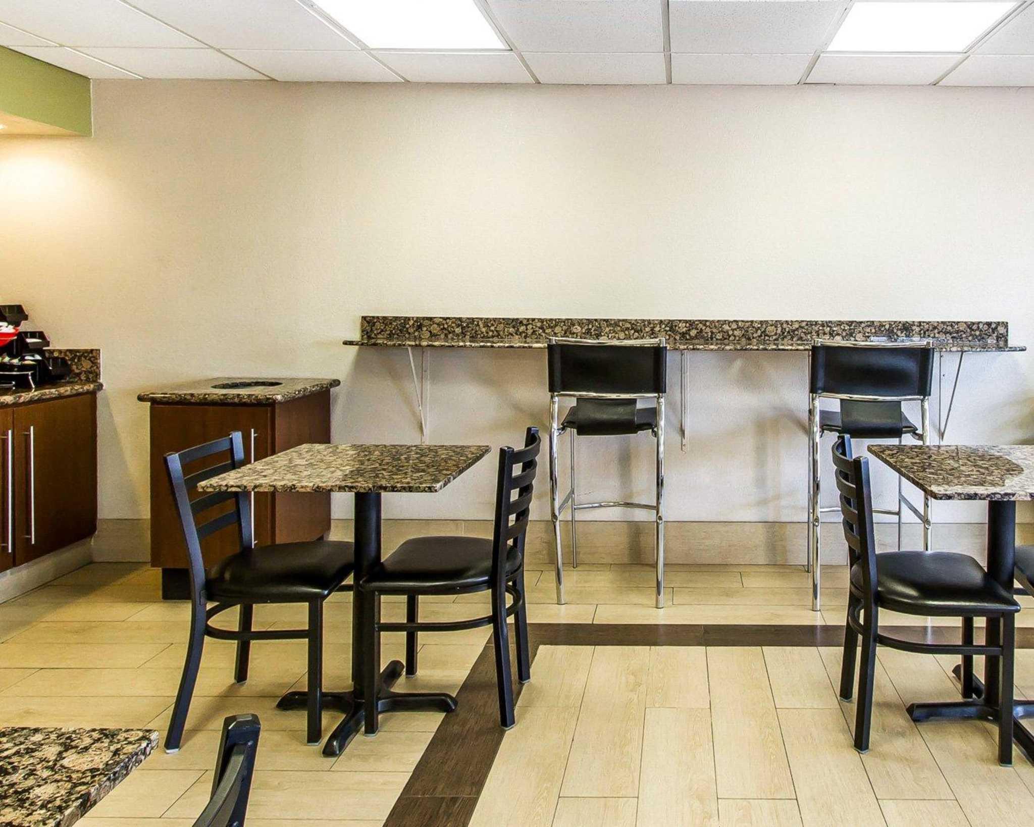 Econo Lodge  Inn & Suites Near Bricktown image 22