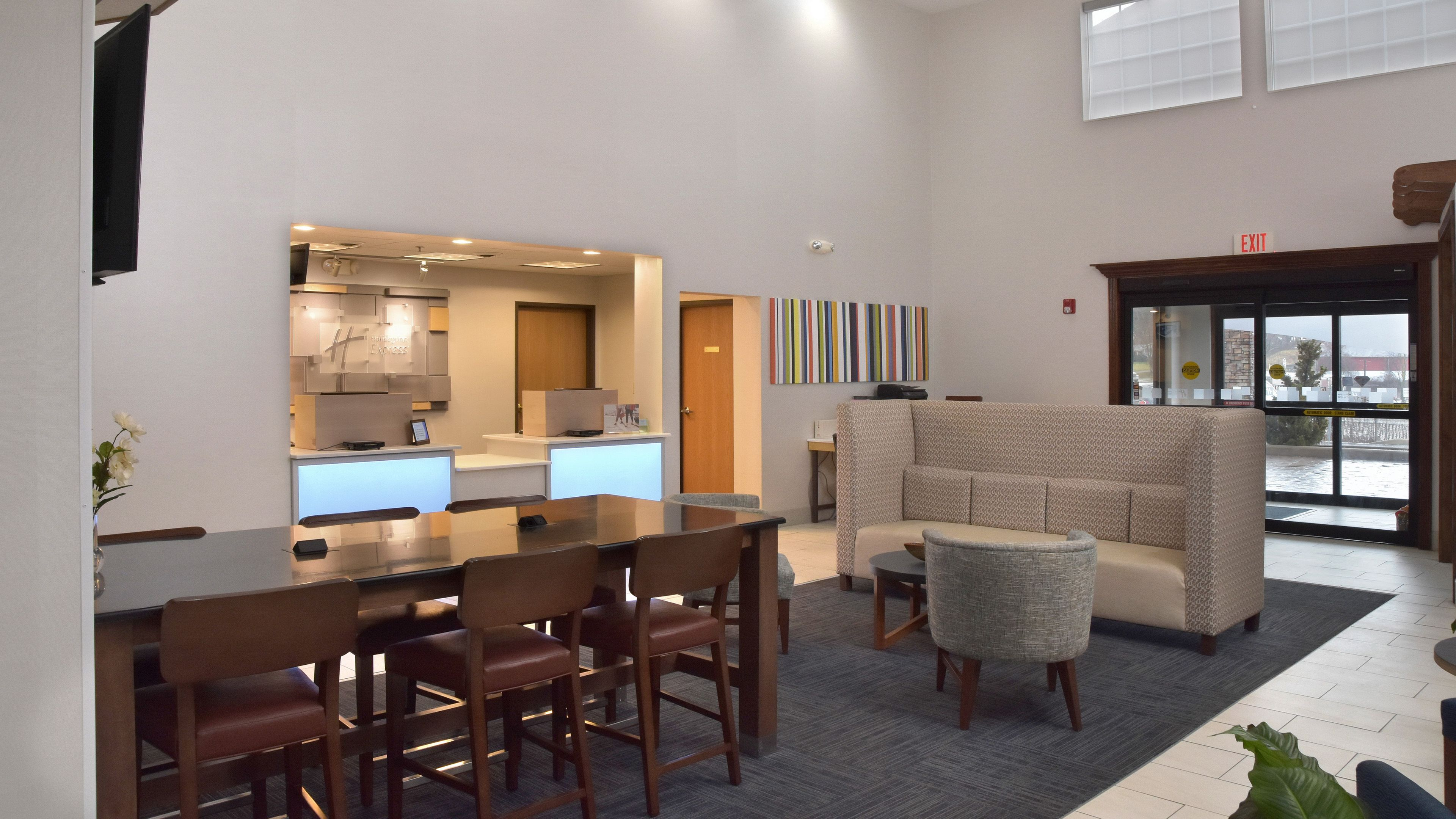 Holiday Inn Express Mt. Pleasant - Scottdale image 5