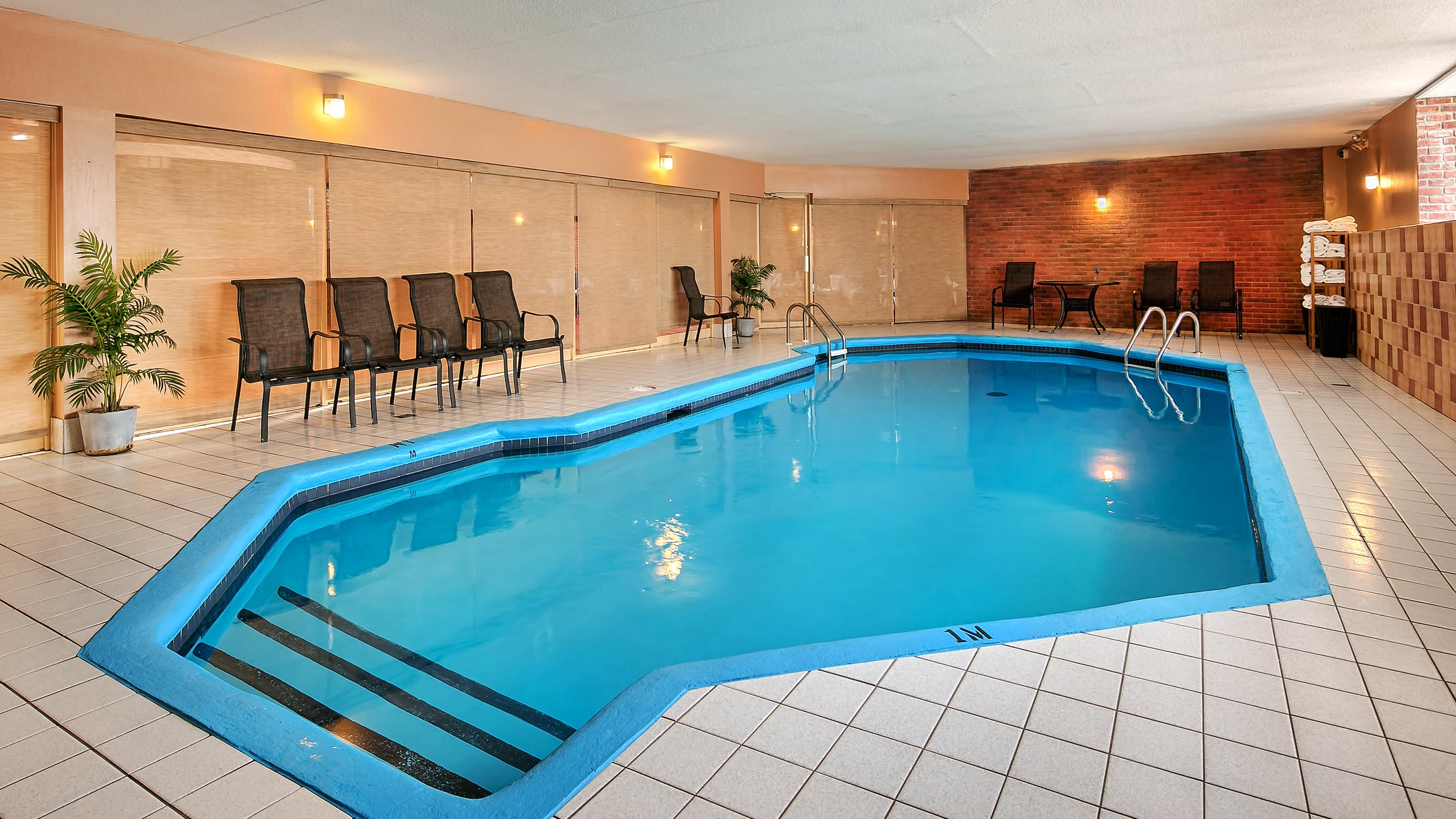 Best Western Laval-Montreal à Laval: Indoor Pool