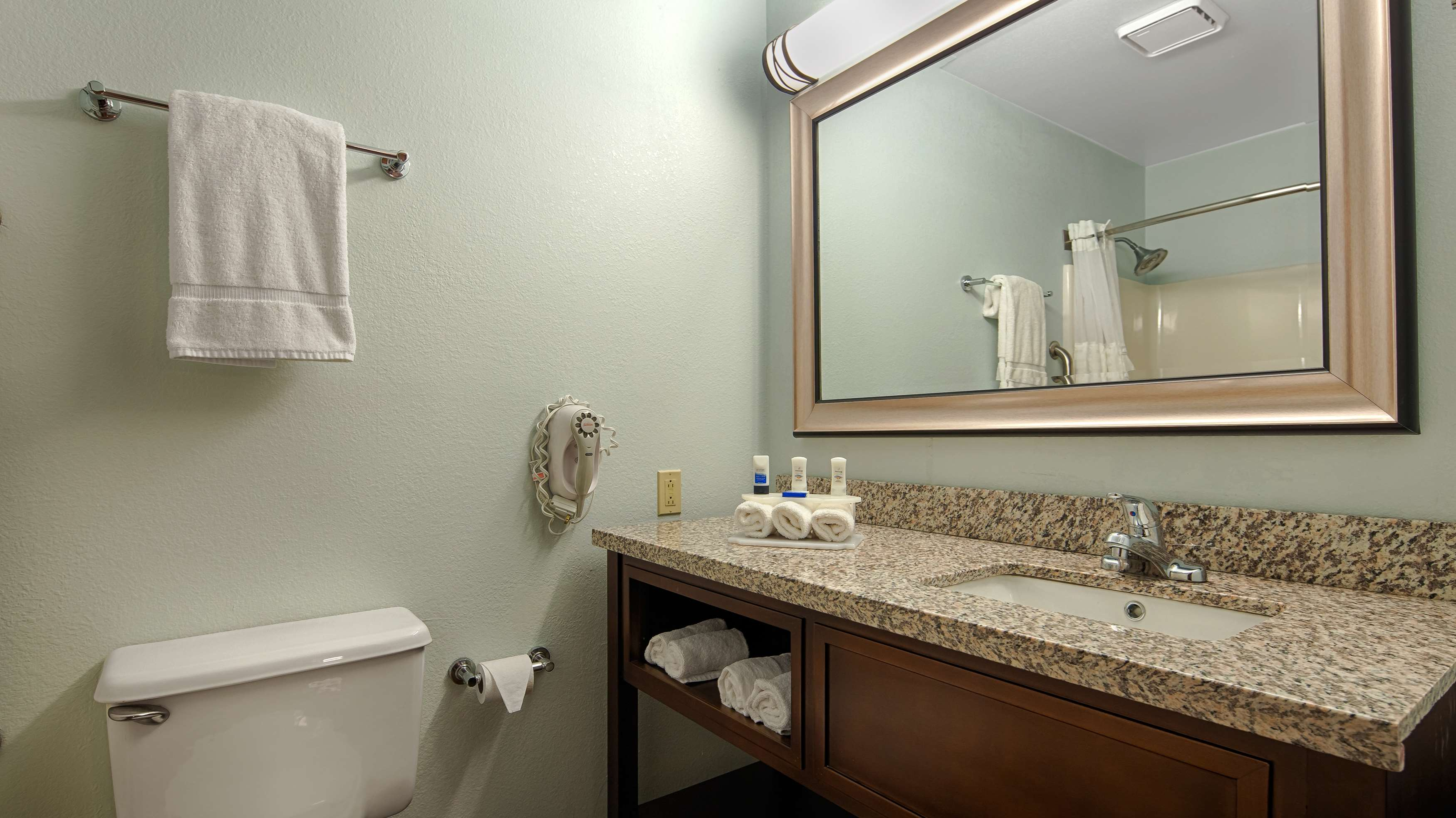 Best Western Holiday Manor image 9