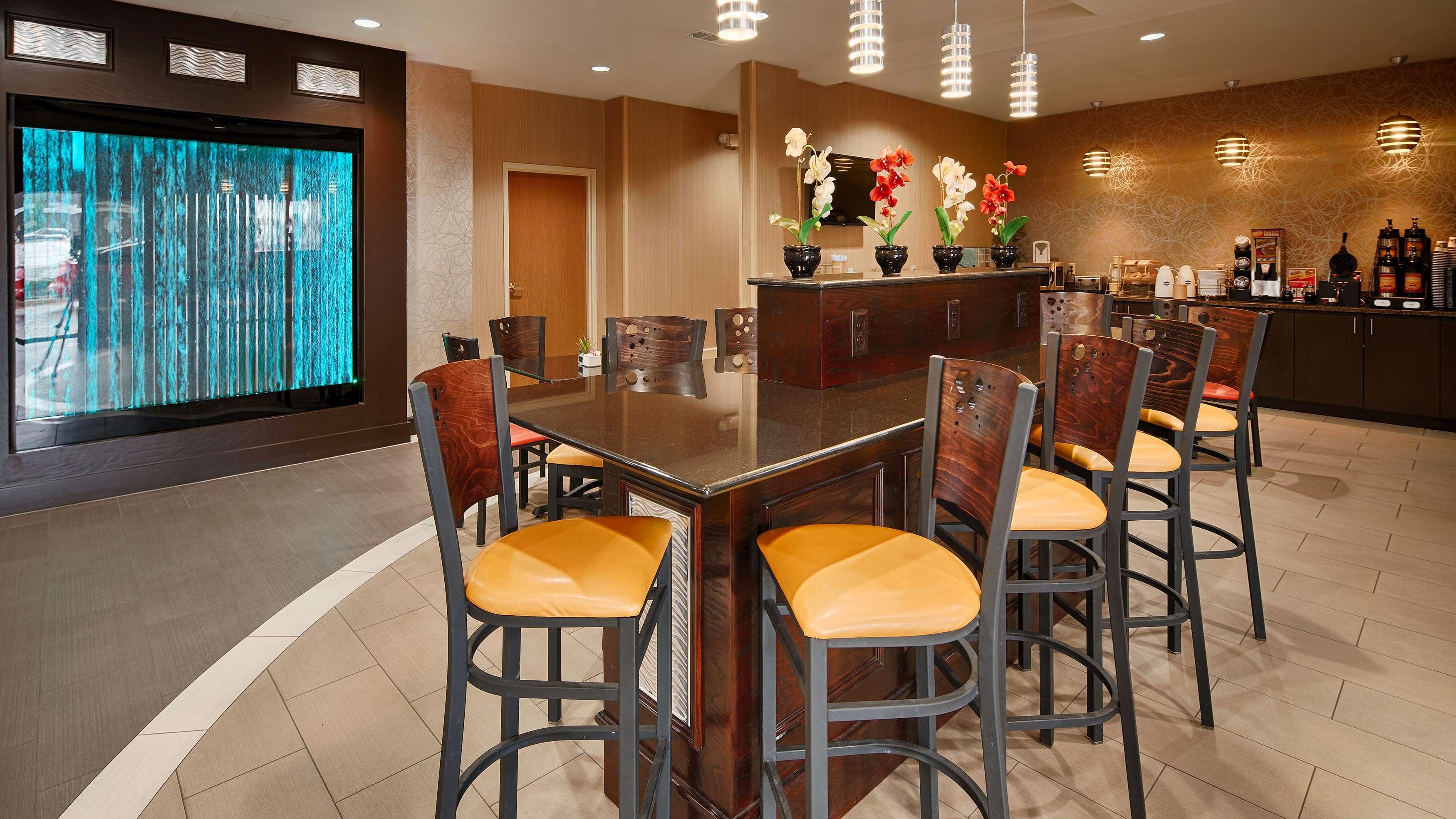 Best Western Plus Denton Inn & Suites image 33