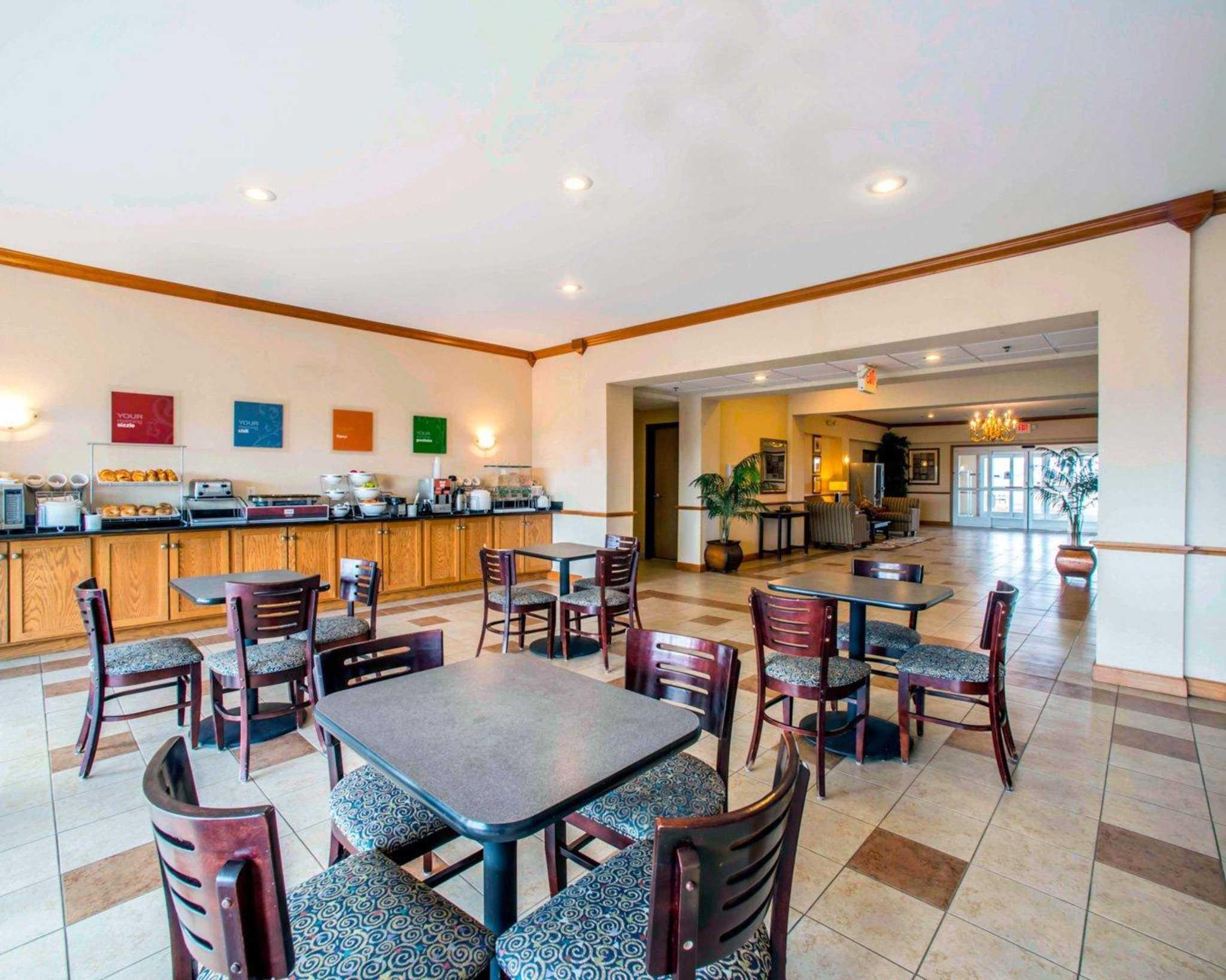 Comfort Inn & Suites Greenville I-70 image 9