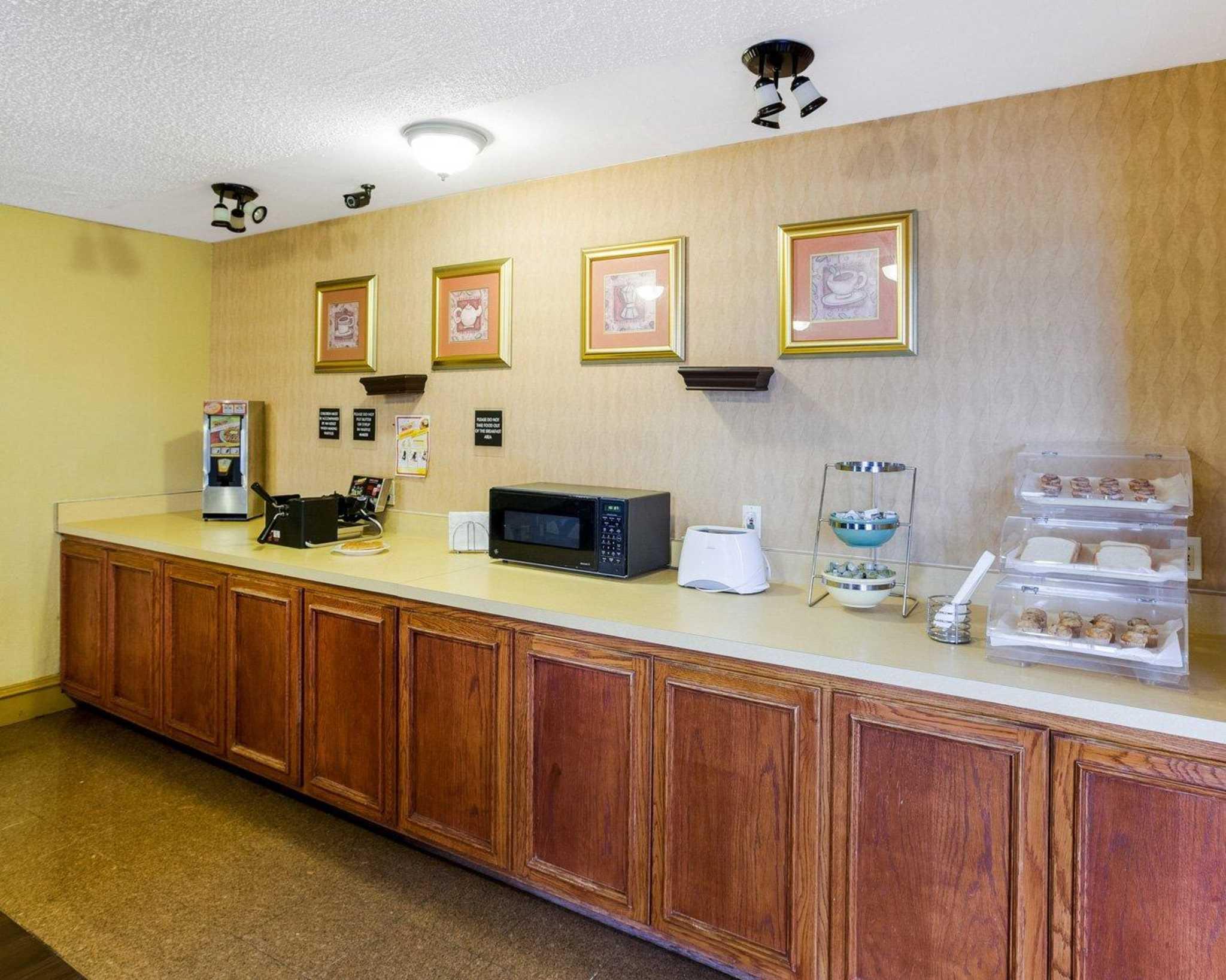 Rodeway Inn & Suites Fiesta Park image 30