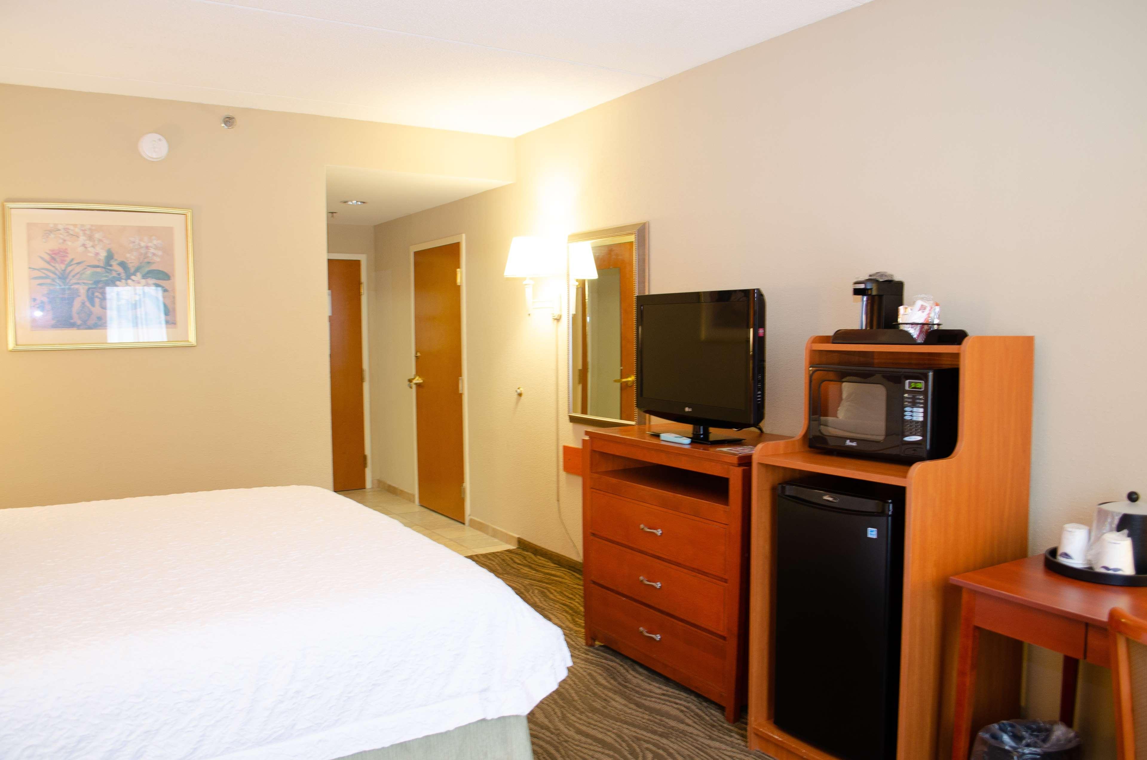 Hampton Inn & Suites Augusta West image 15