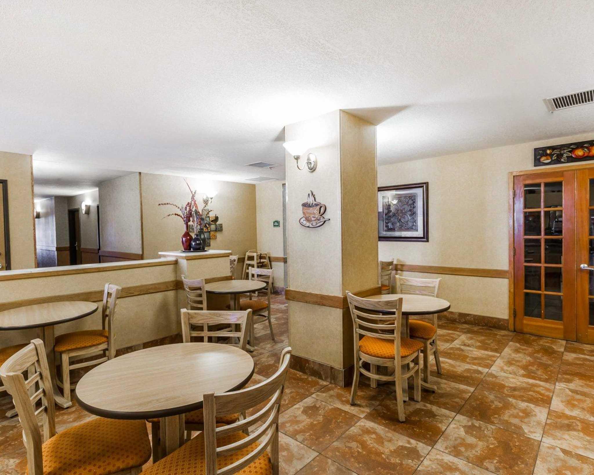 Quality Inn & Suites Surprise Near Sun City West image 28