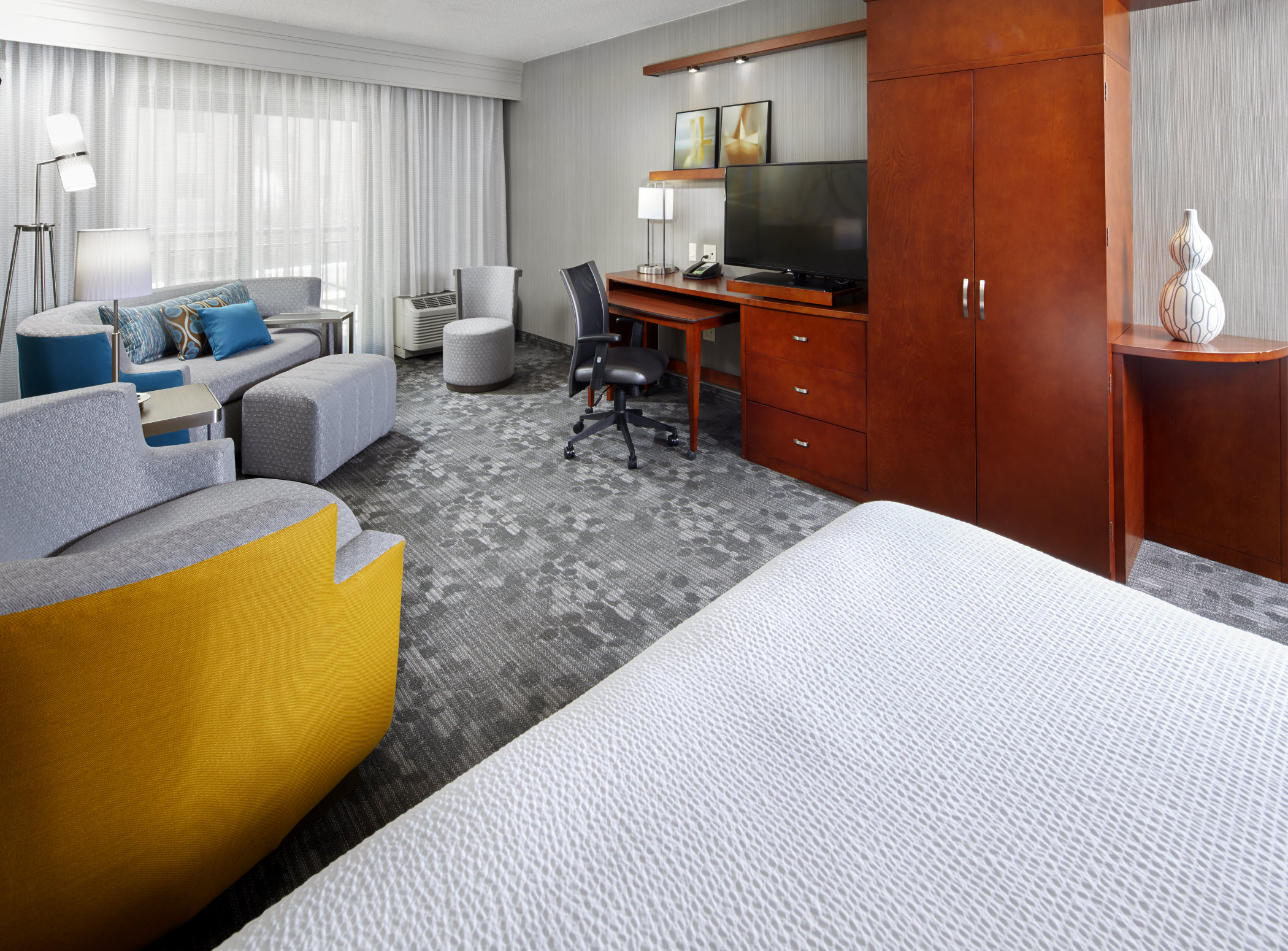 Courtyard by Marriott San Antonio Six Flags® at The RIM image 9
