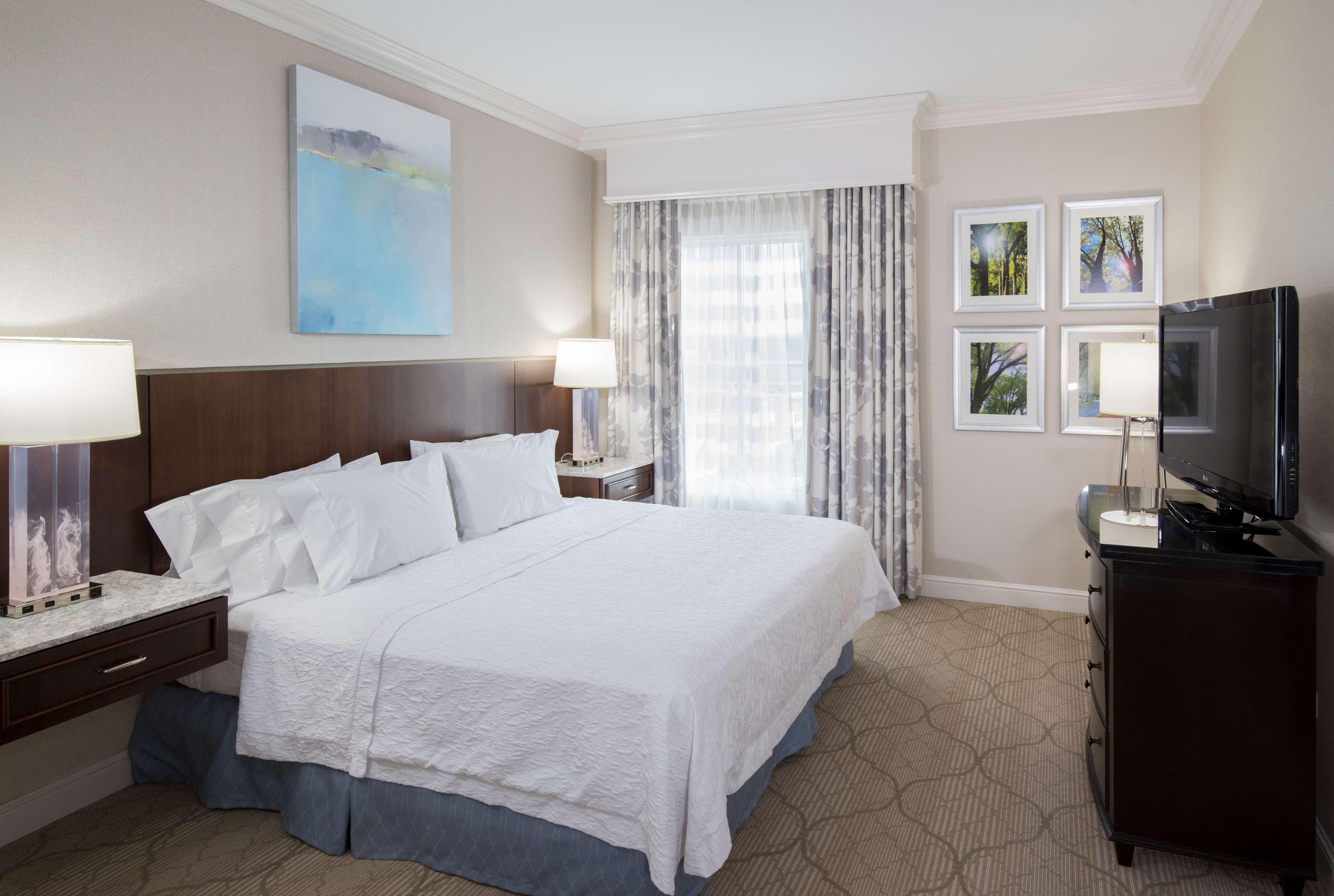 Hampton Inn & Suites Charlotte/South Park at Phillips Place image 19