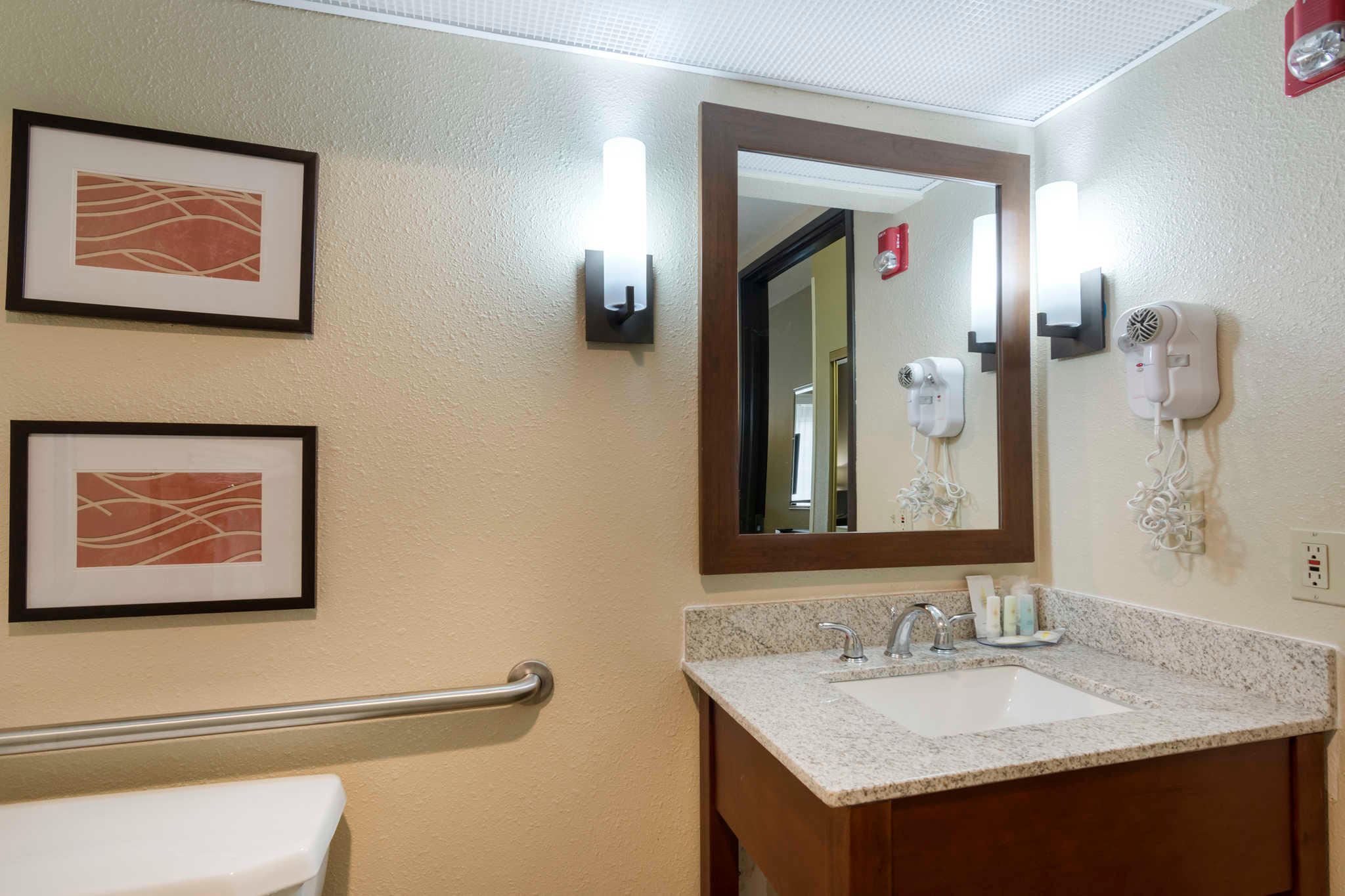 Comfort Inn & Suites Sacramento - University Area image 12