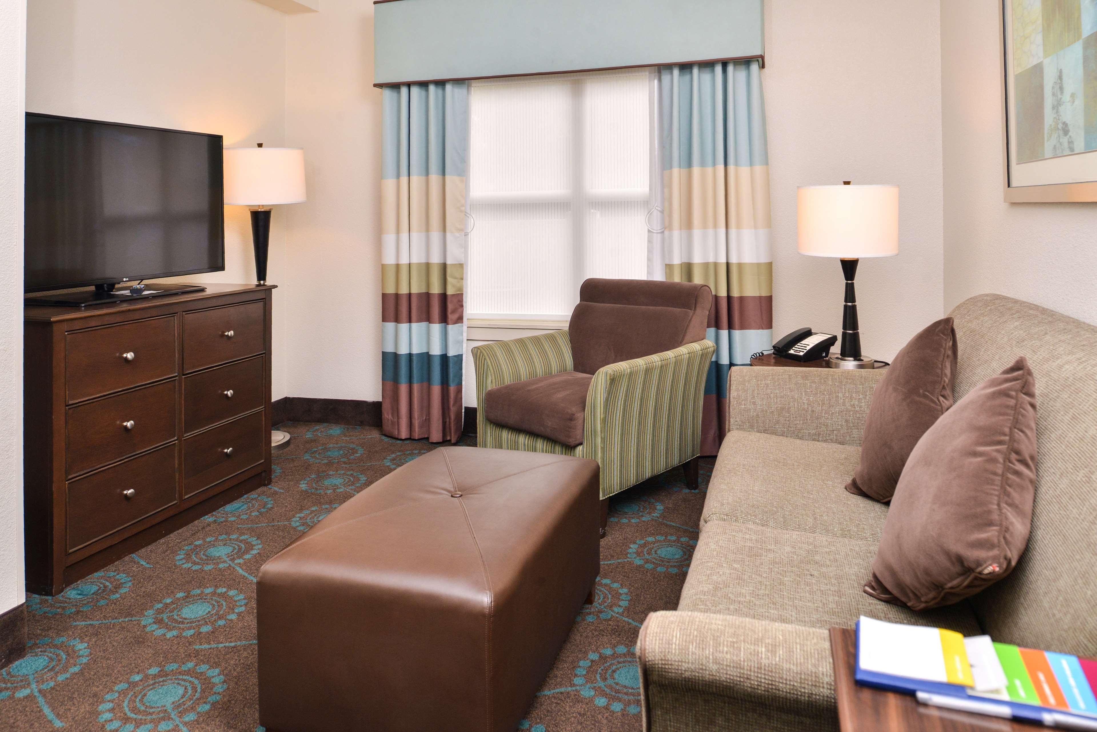 Hampton Inn & Suites Newport News (Oyster Point) image 17