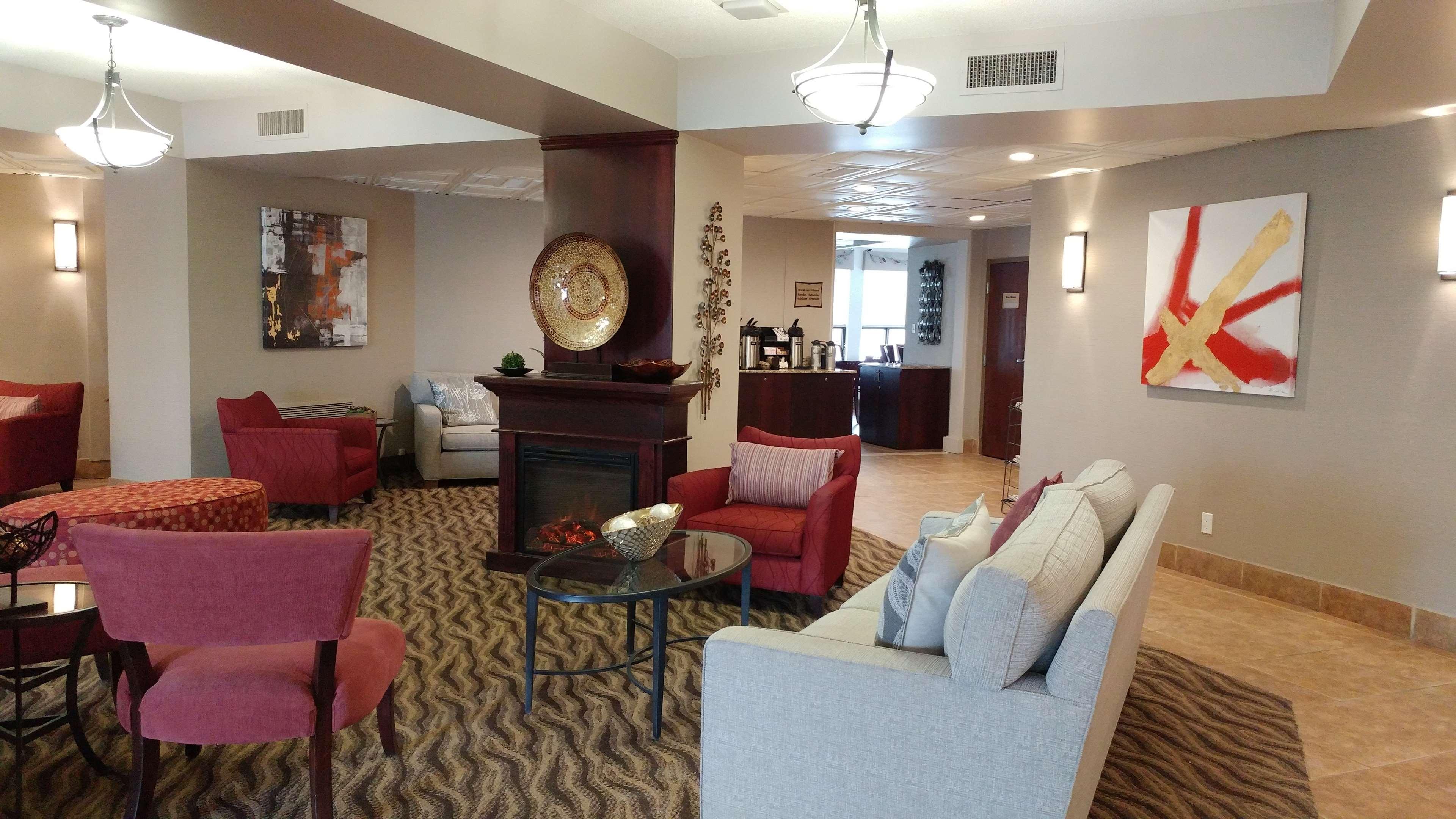 Best Western Plus Rose City Suites in Welland: Hotel Lobby