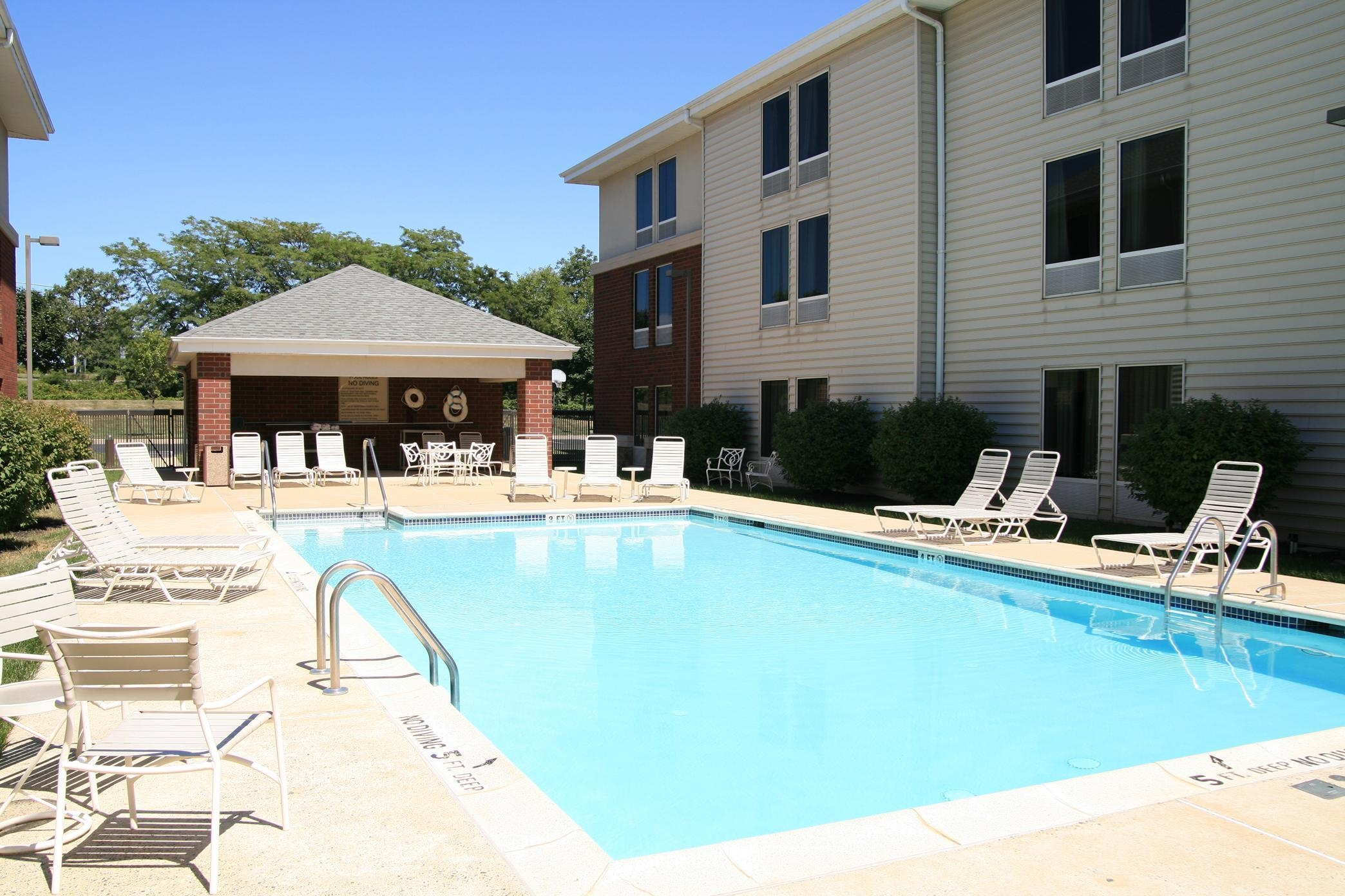 Hampton Inn & Suites Newtown image 8