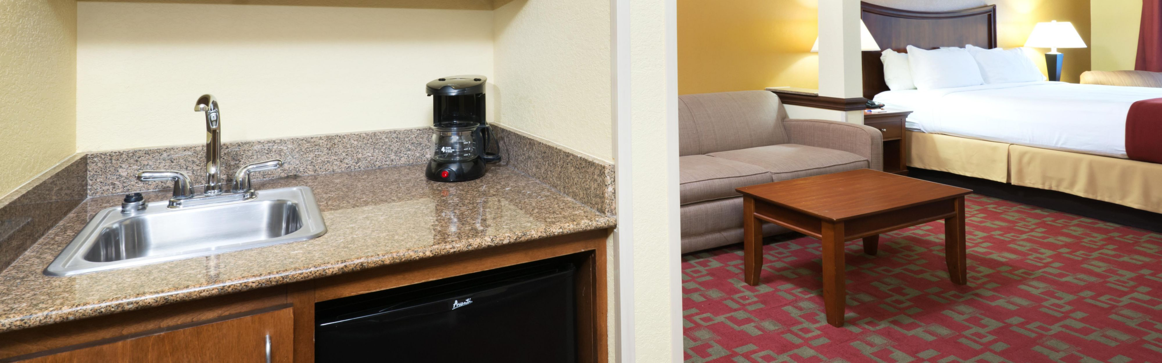 Holiday Inn Express & Suites Little Rock-West image 1