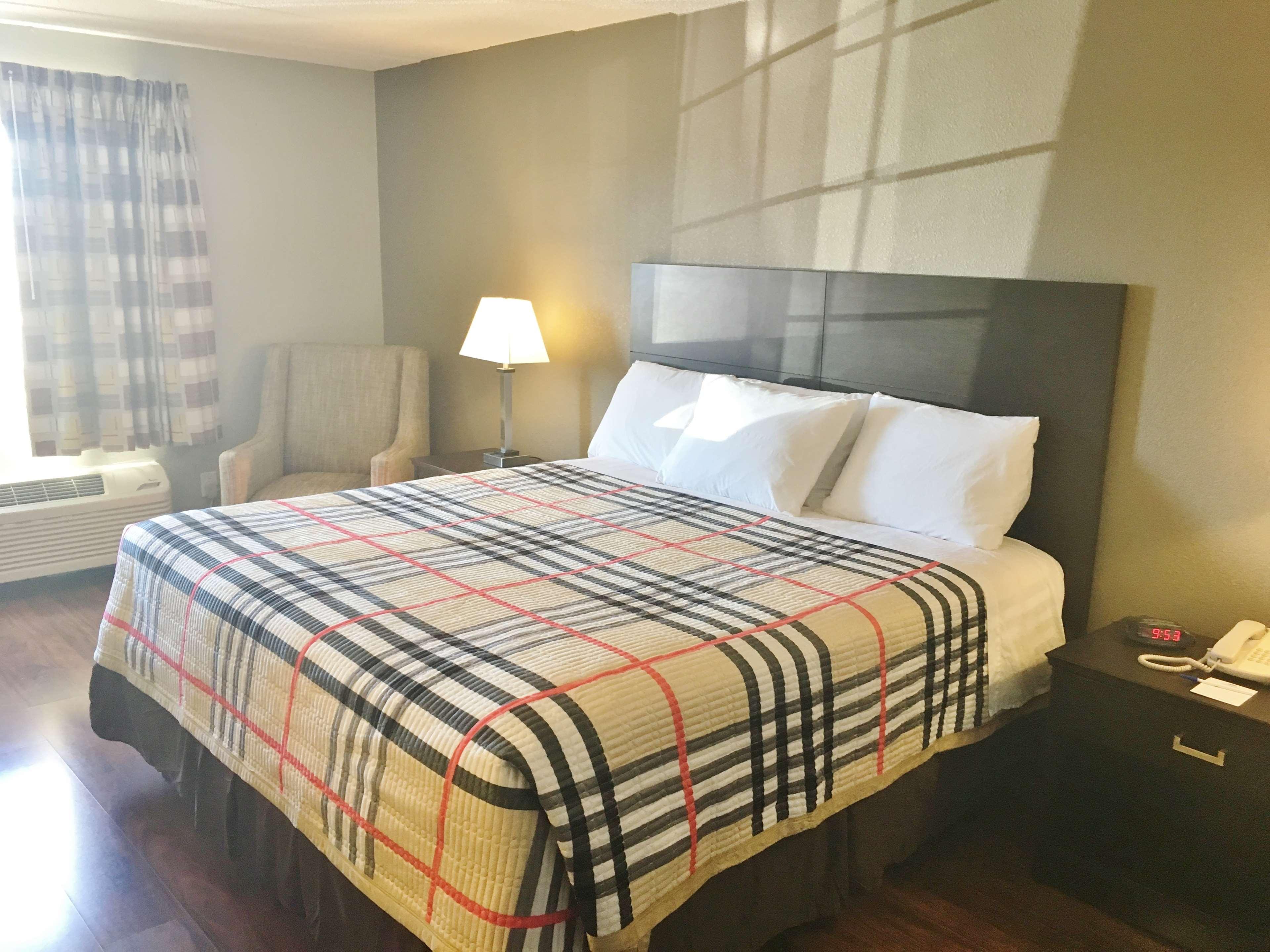 Americas Best Value Inn Monroe City image 6