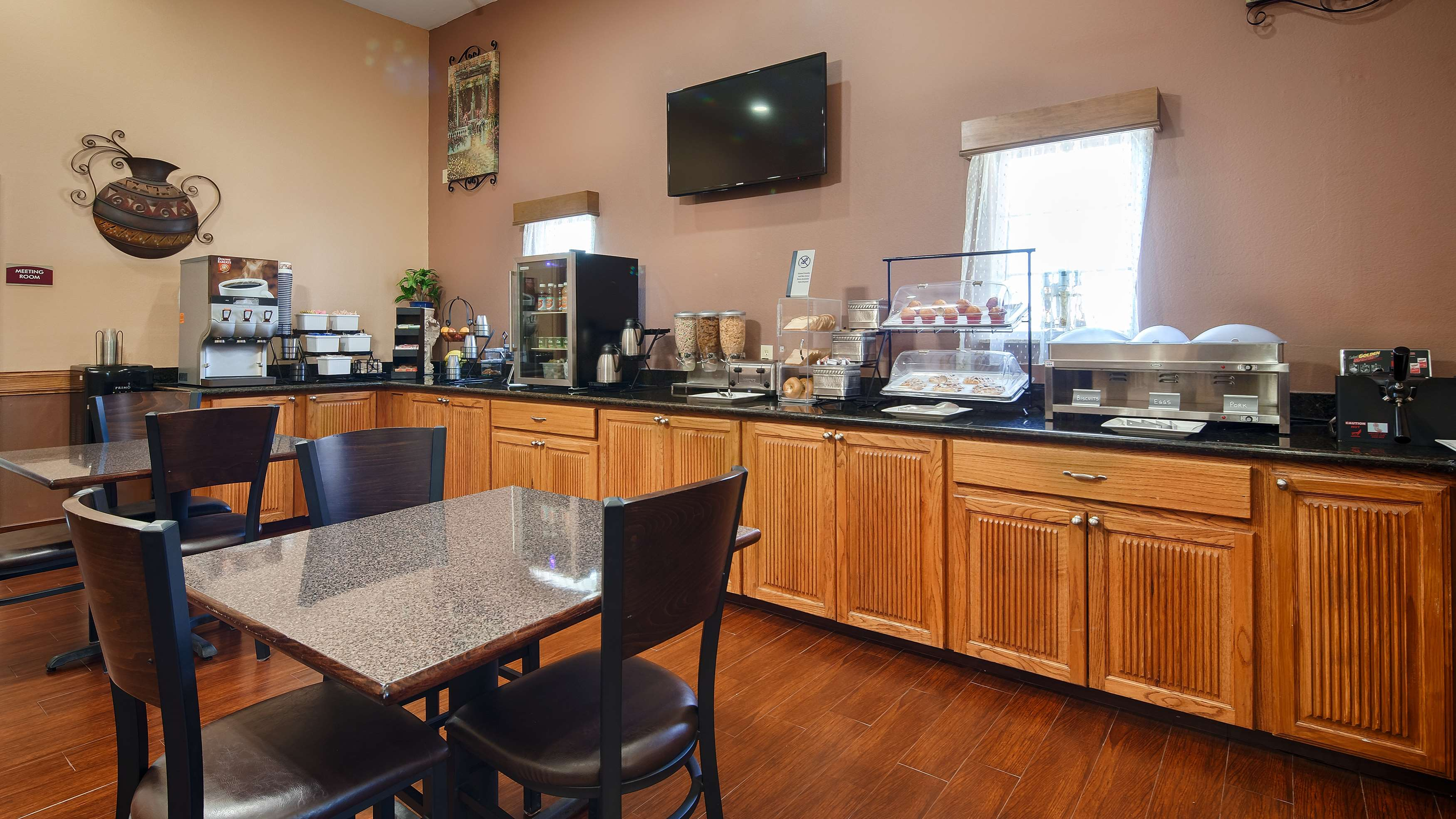 Best Western Windwood Inn & Suites image 5