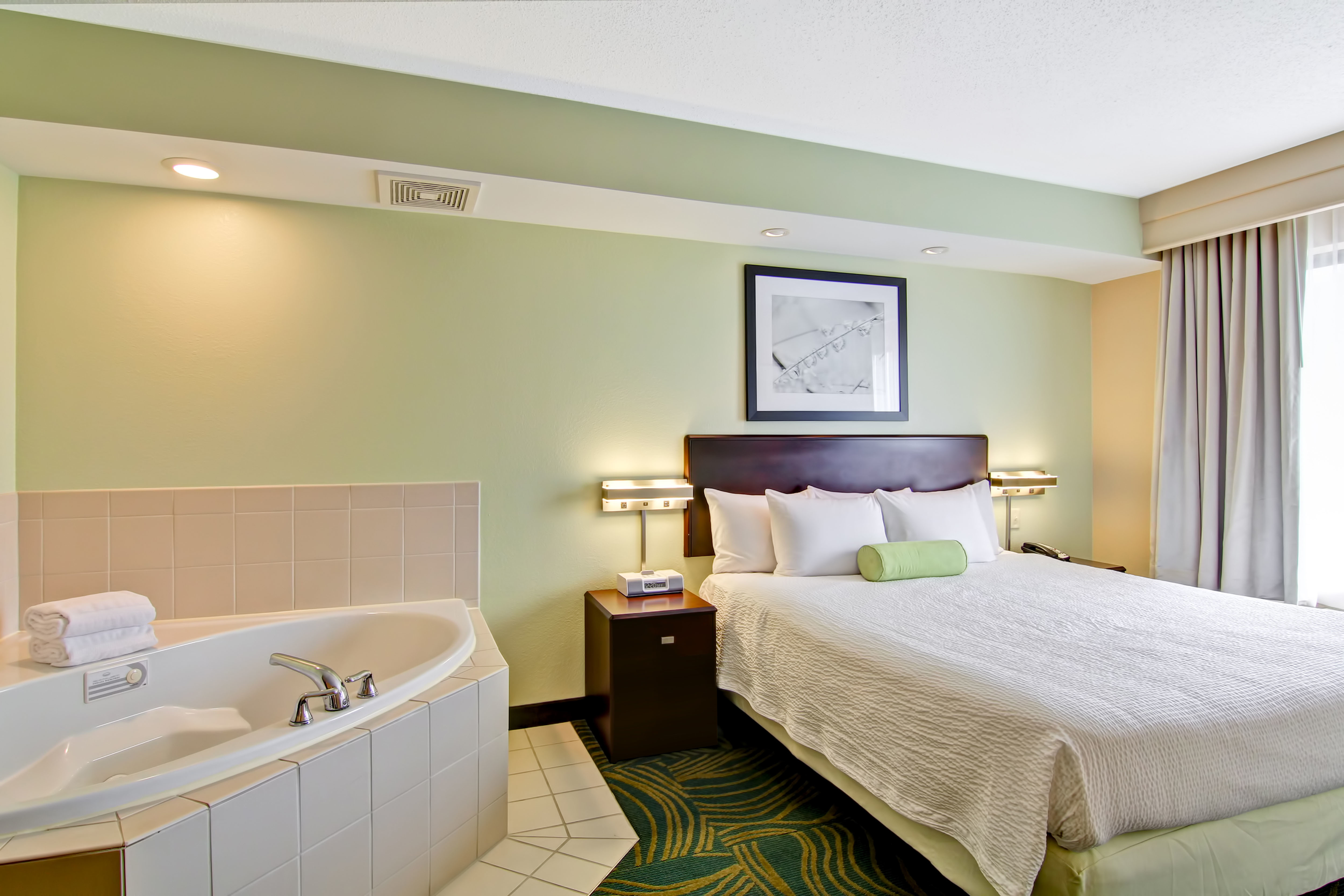 SpringHill Suites by Marriott Erie image 7