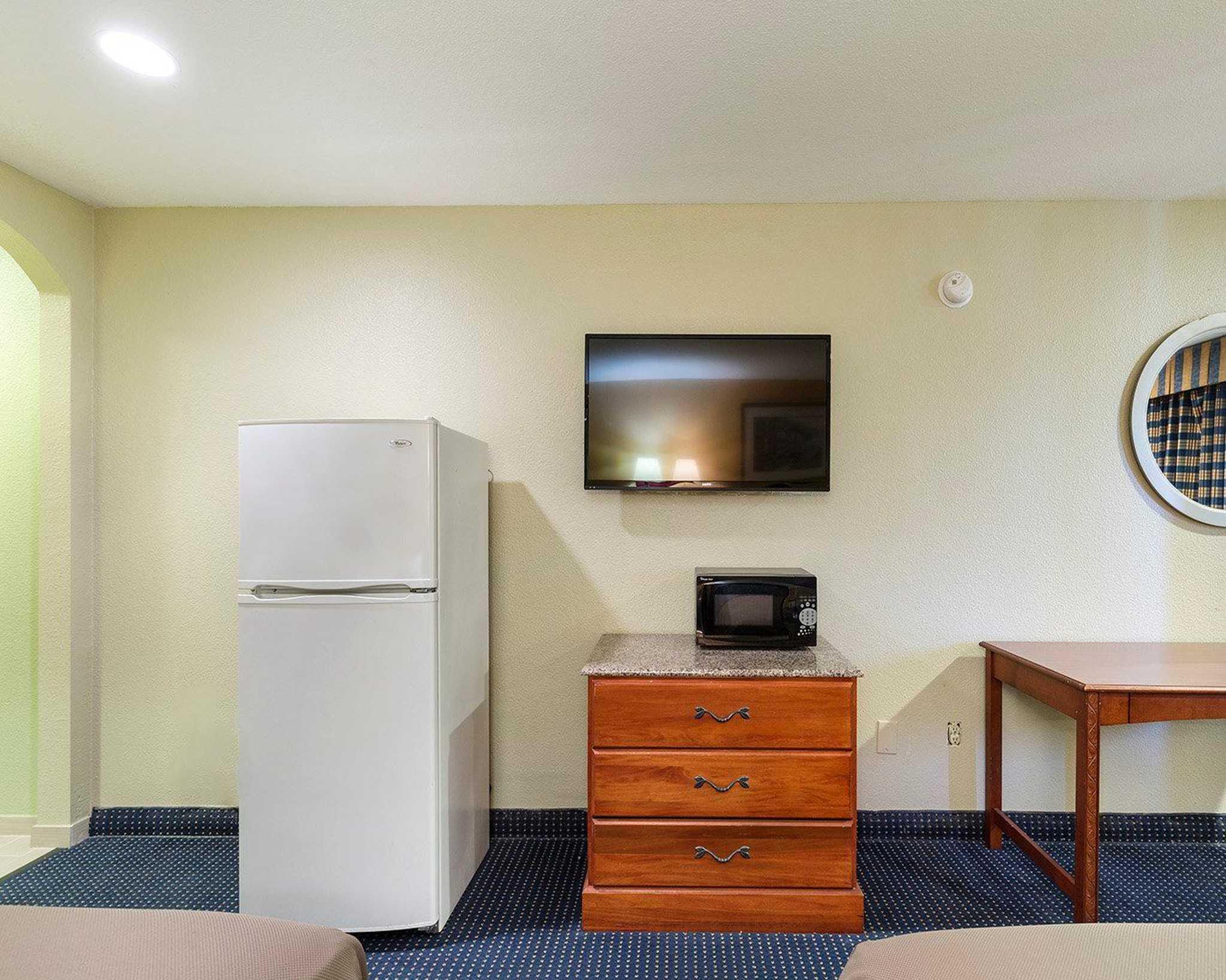 Rodeway Inn image 15