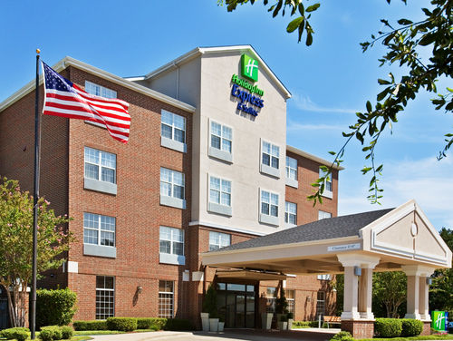 Holiday Inn Express & Suites Dallas-Addison image 0