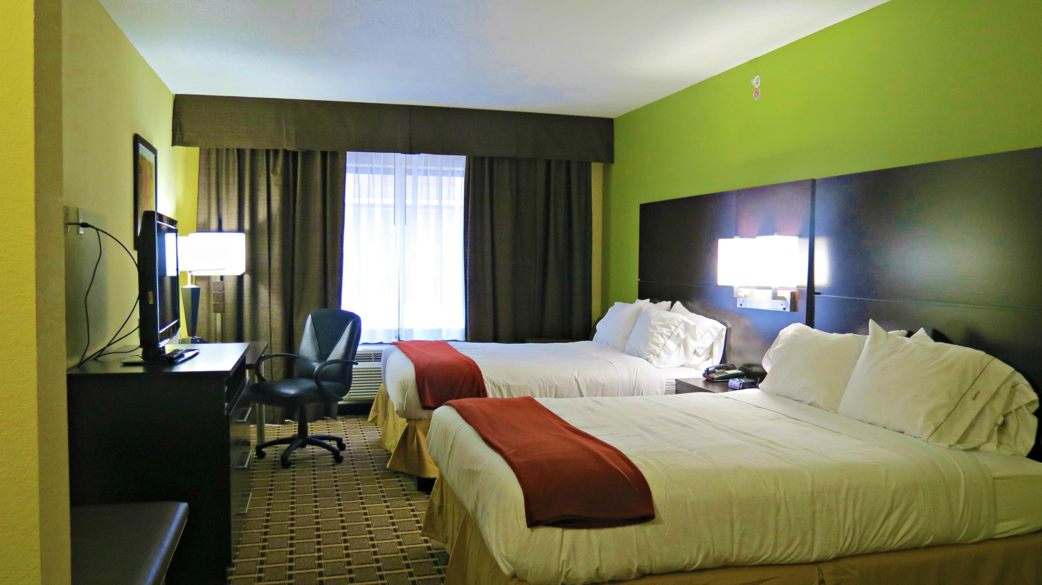 Holiday Inn Express & Suites image 9