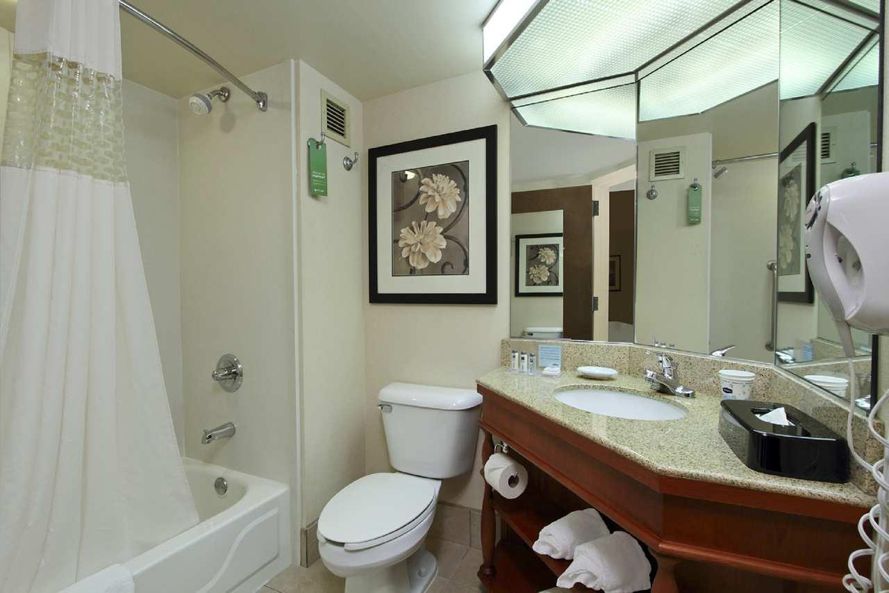 Hampton Inn & Suites Newtown image 22