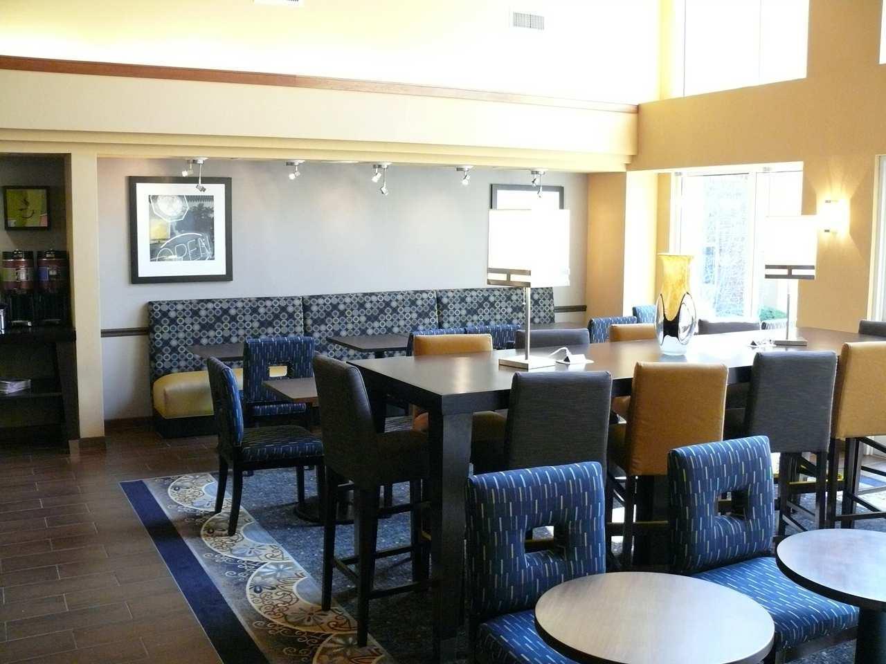Hampton Inn & Suites Chicago/Hoffman Estates image 4