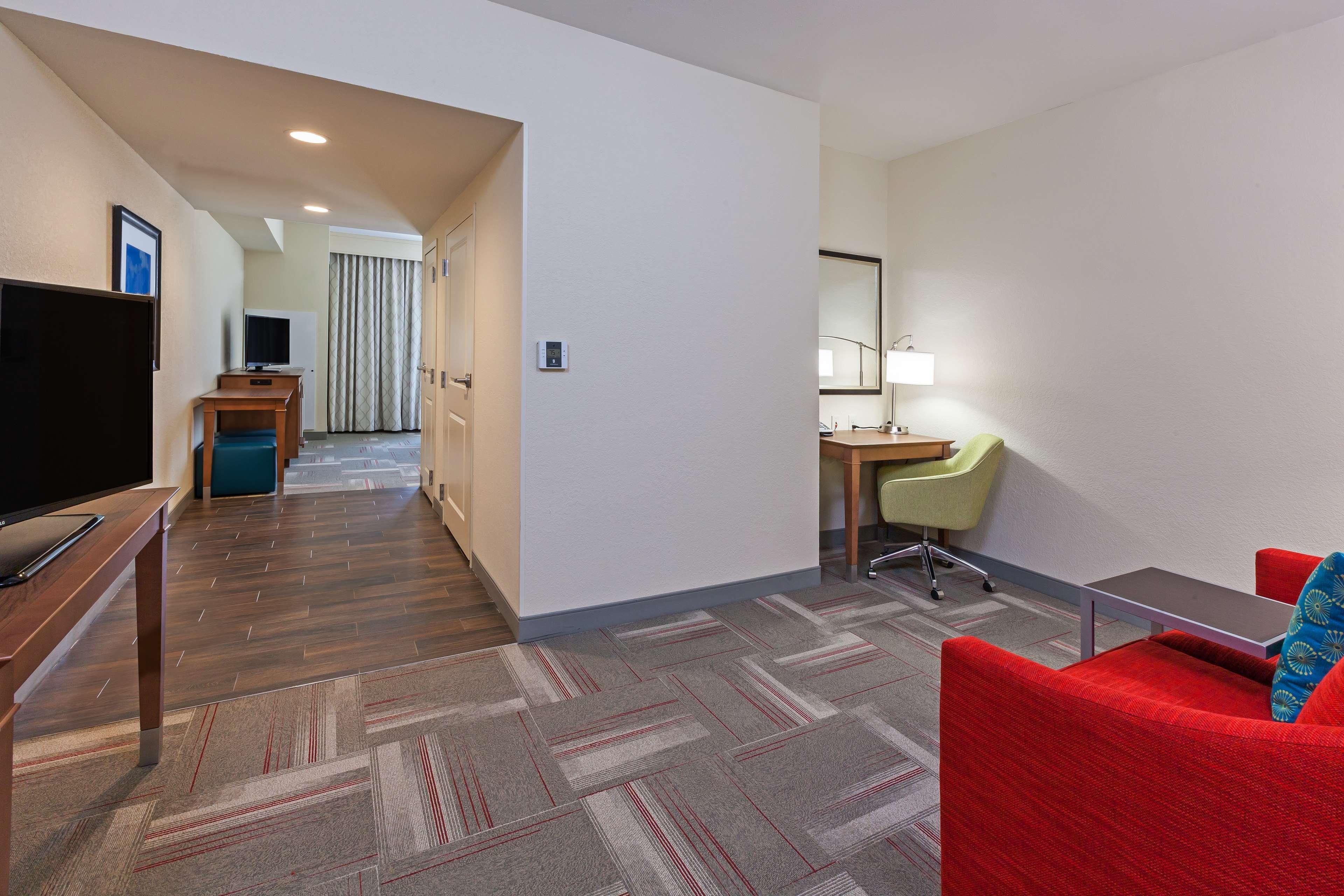 Hampton Inn & Suites Claremore image 30
