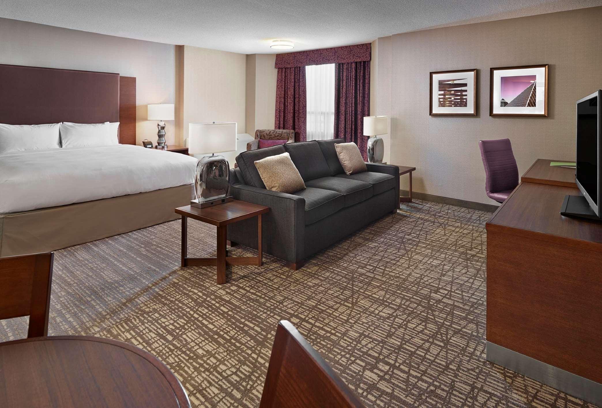 DoubleTree by Hilton Hotel West Edmonton in Edmonton: Junior Suite