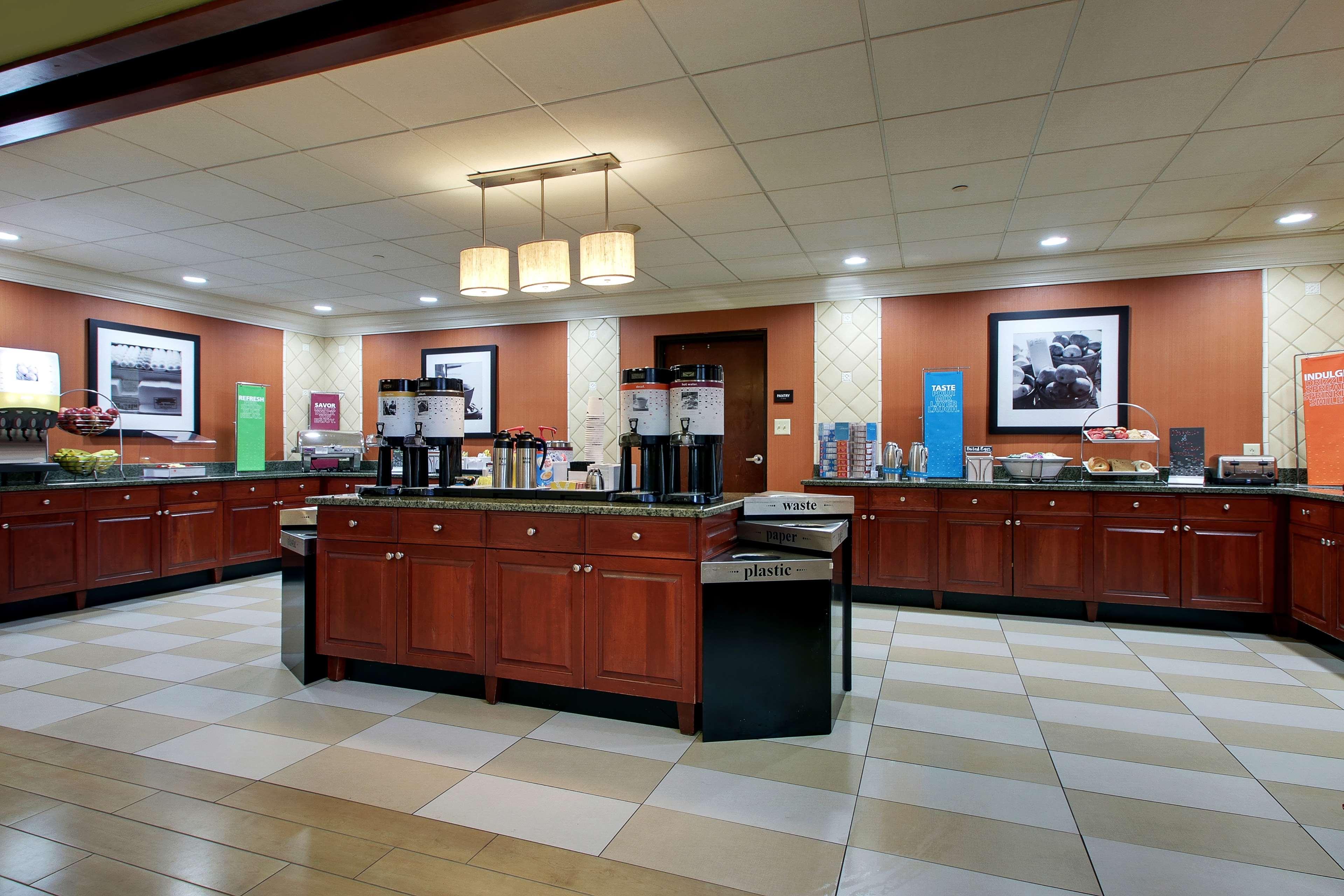 Hampton Inn & Suites Spartanburg-I-26-Westgate Mall image 11