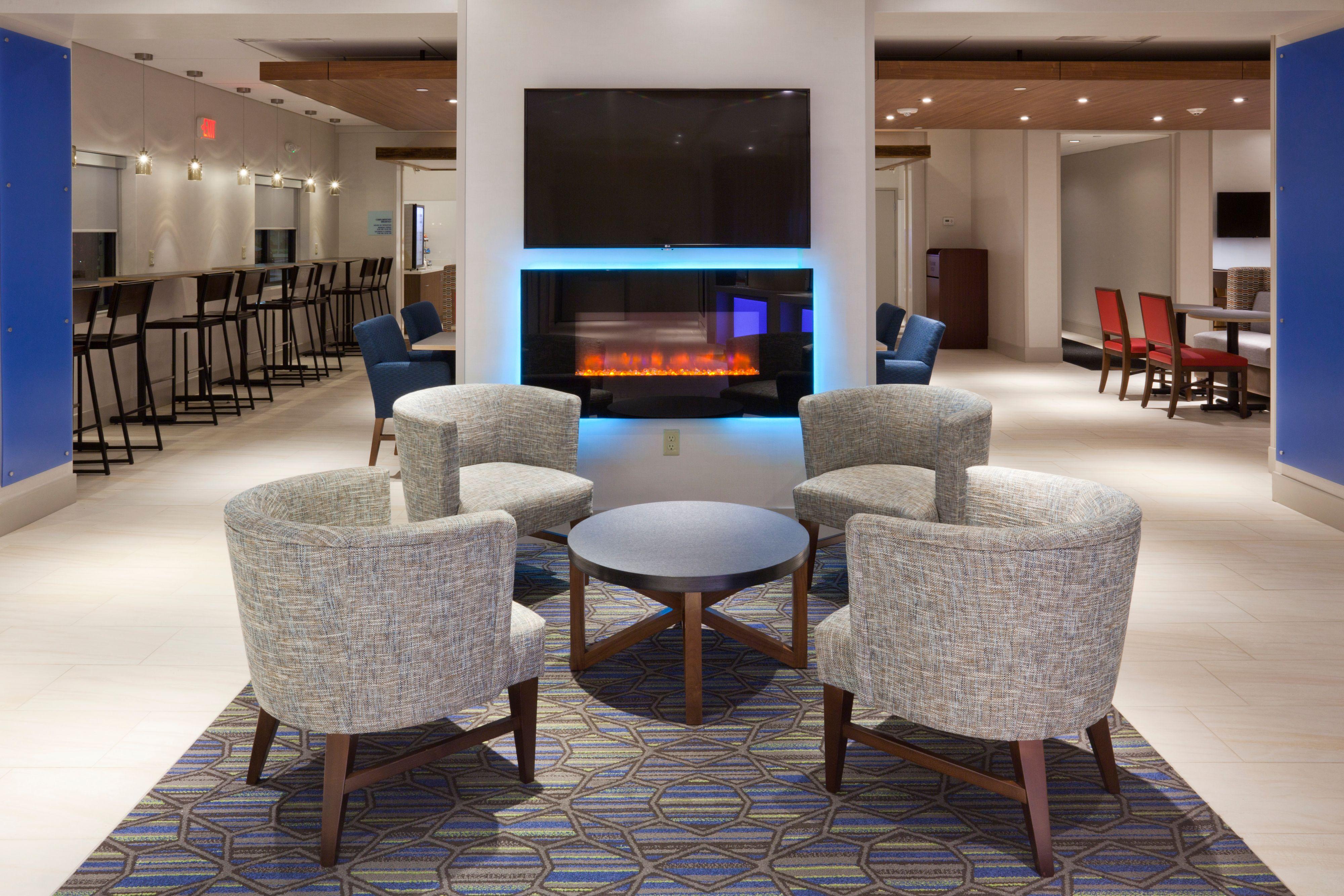 Holiday Inn Express Roseville-St. Paul image 4