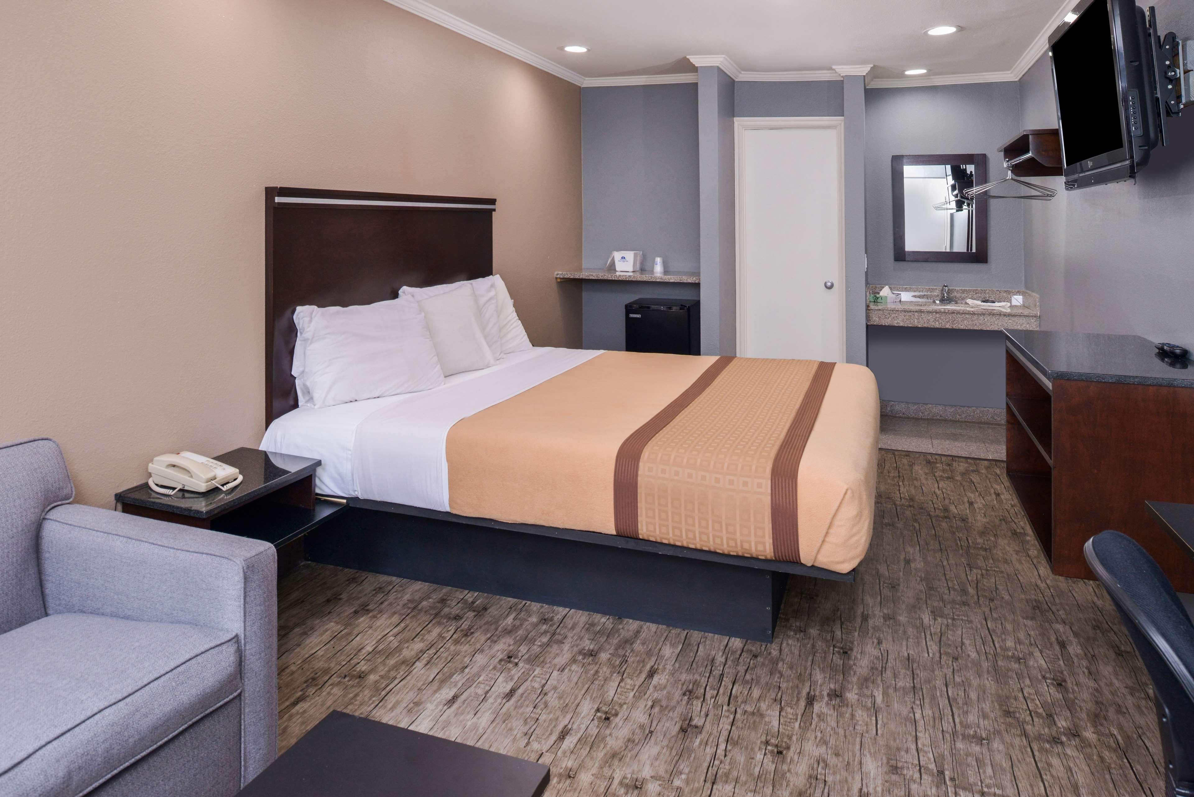 Americas Best Value Laguna Inn & Suites image 14