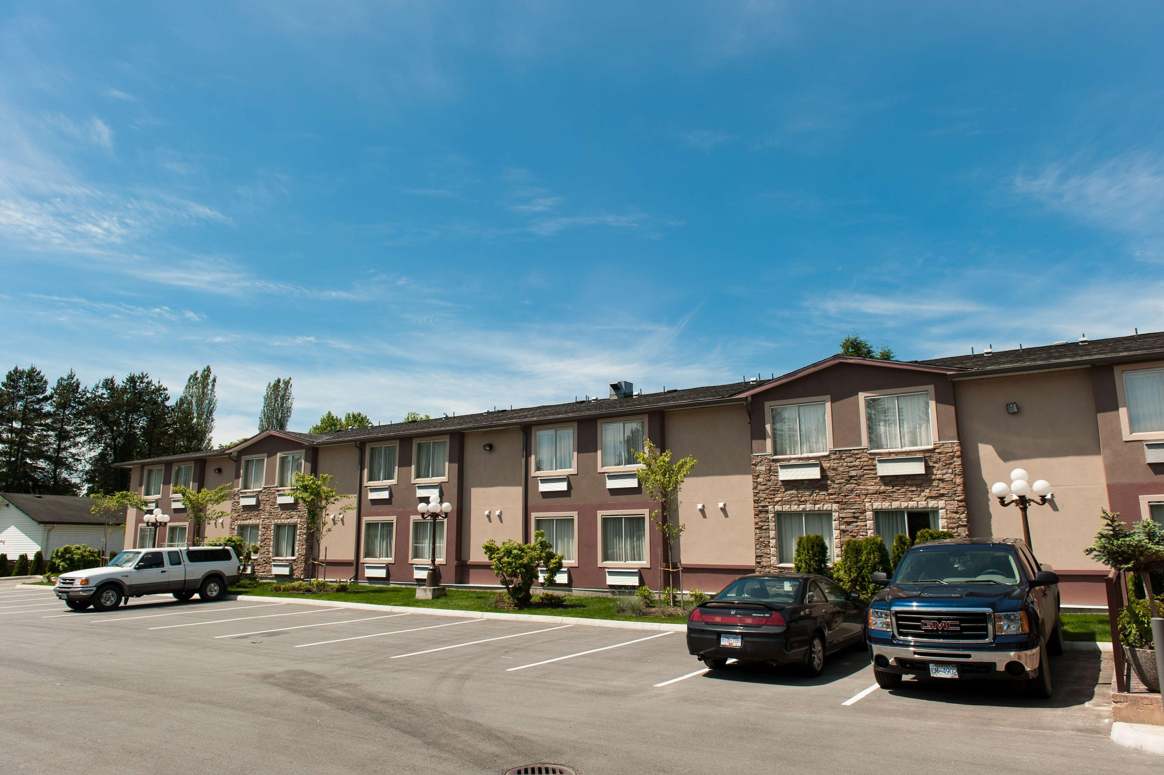 Best Western Maple Ridge Hotel in Maple Ridge: Exterior Side