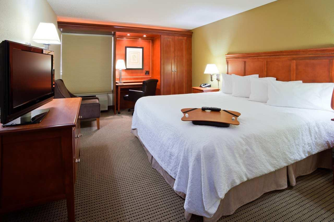 Hampton Inn Cedar Rapids image 7