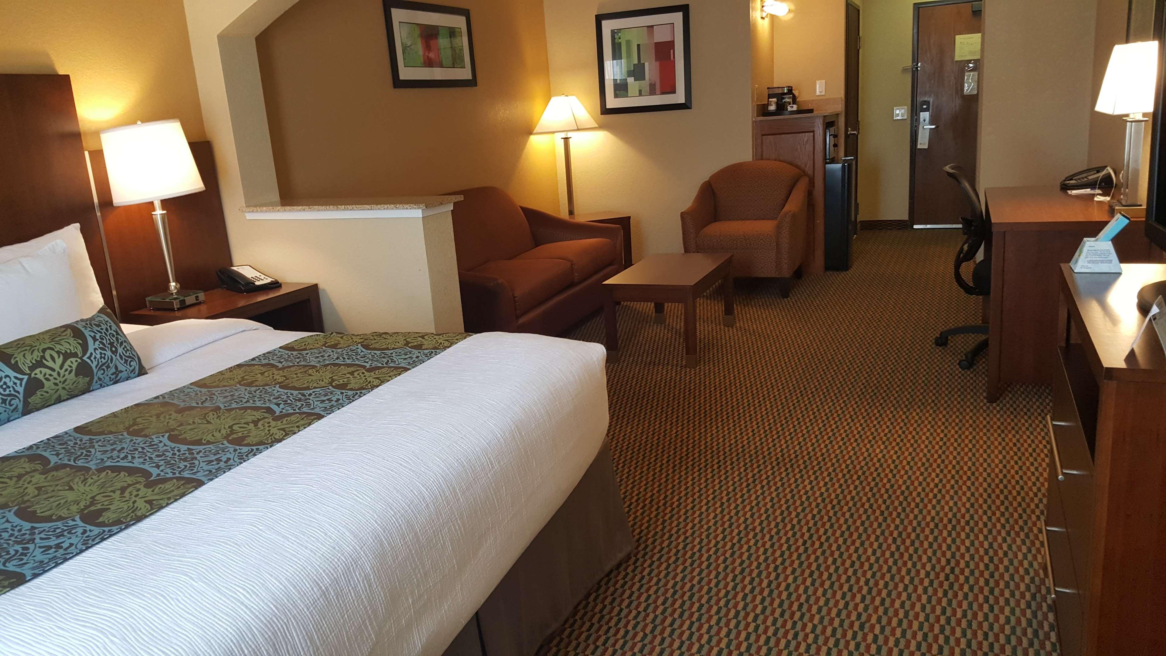 Best Western Plus Airport Inn & Suites image 16