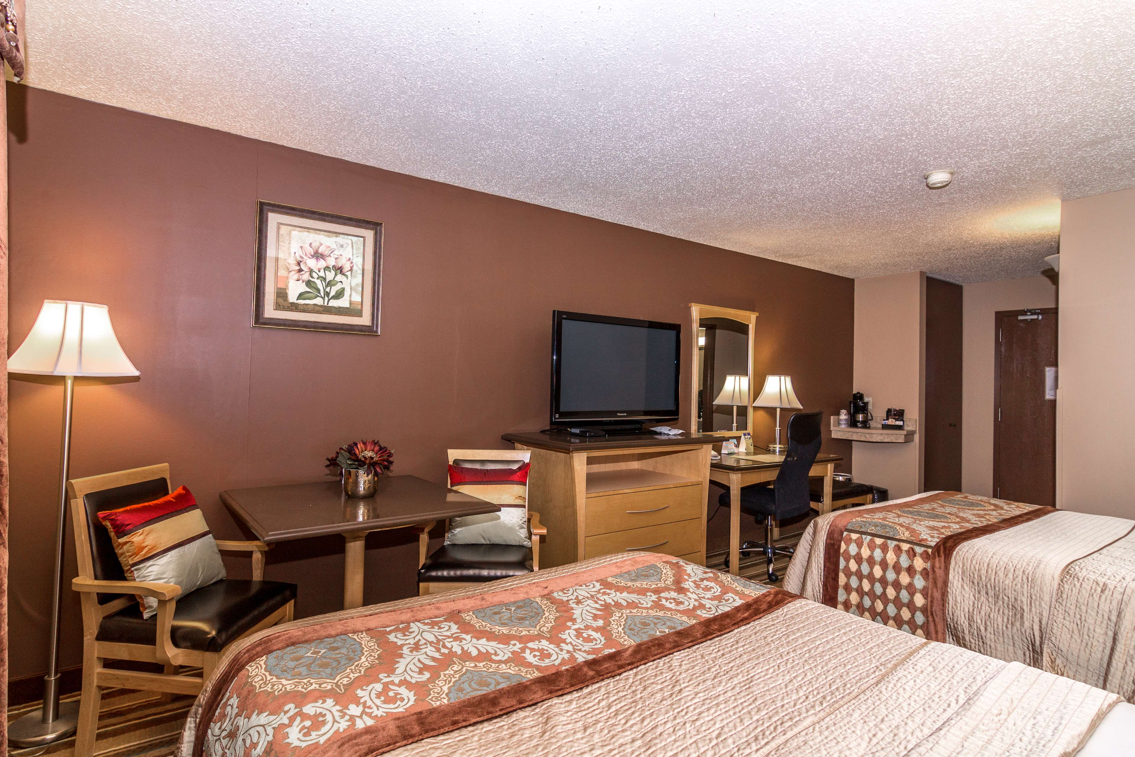 Best Western Marquis Inn & Suites in Prince Albert: Two Double Beds