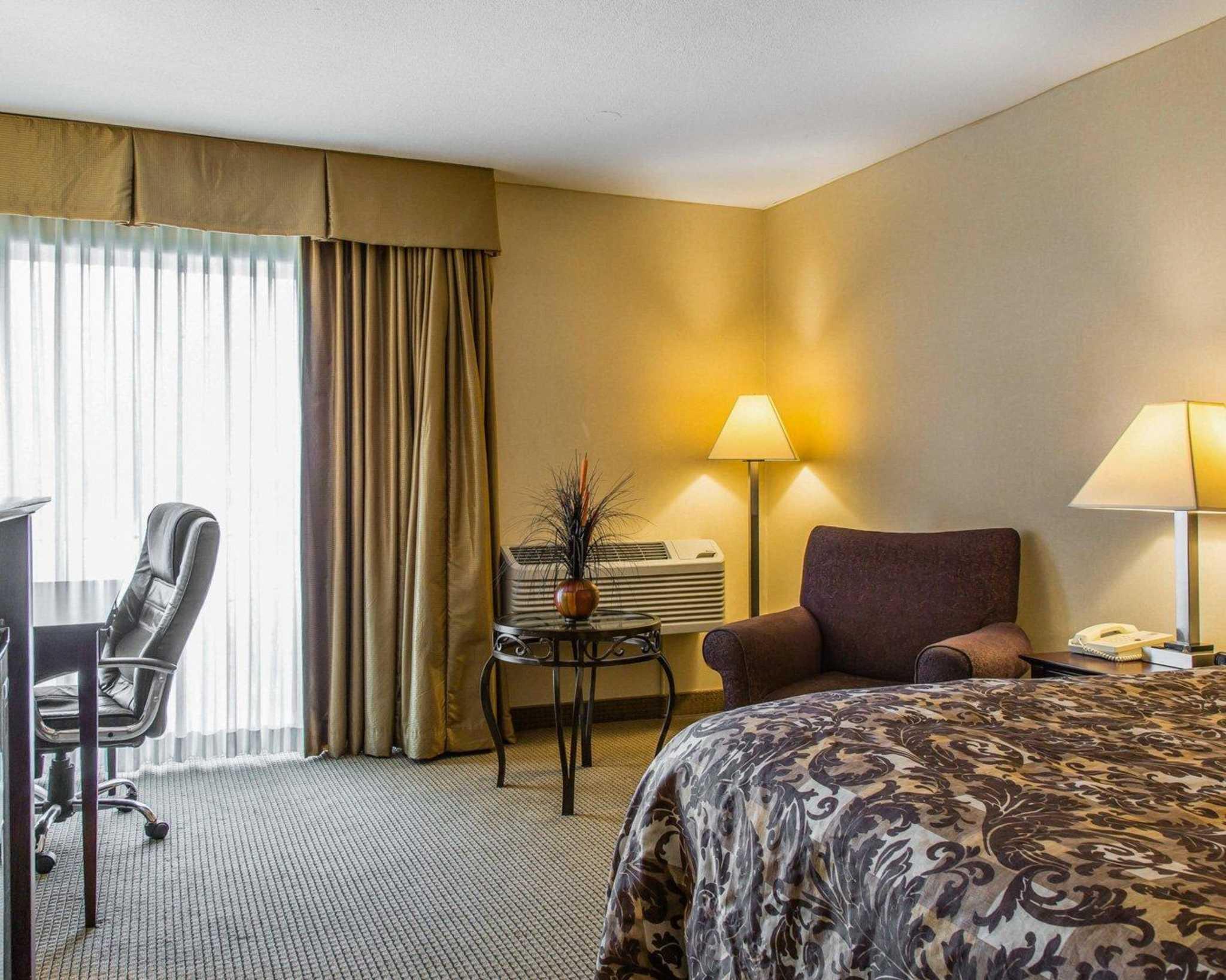 Rodeway Inn & Suites Bradley Airport image 24