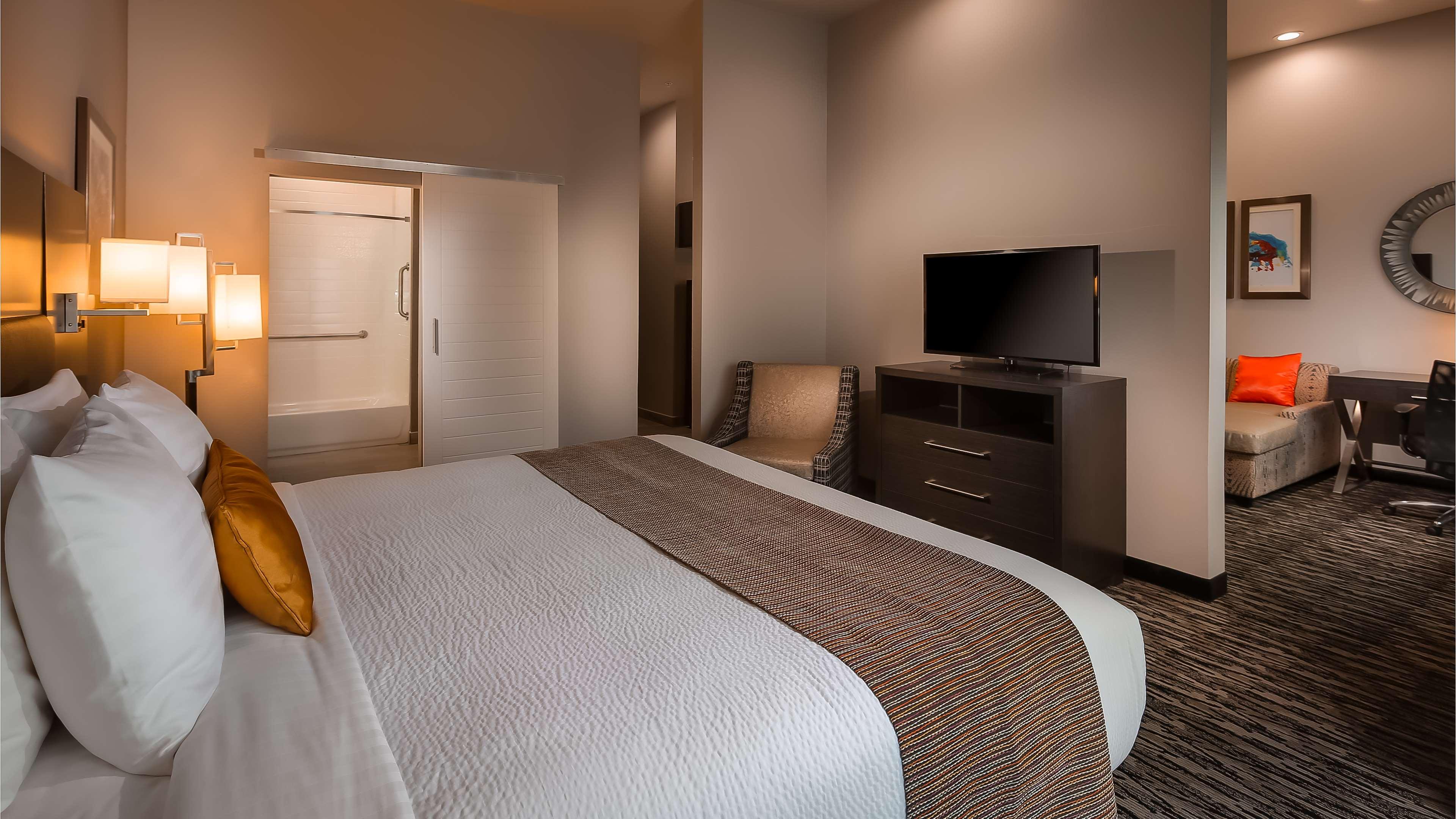 Best Western Plus Executive Residency Baytown image 27