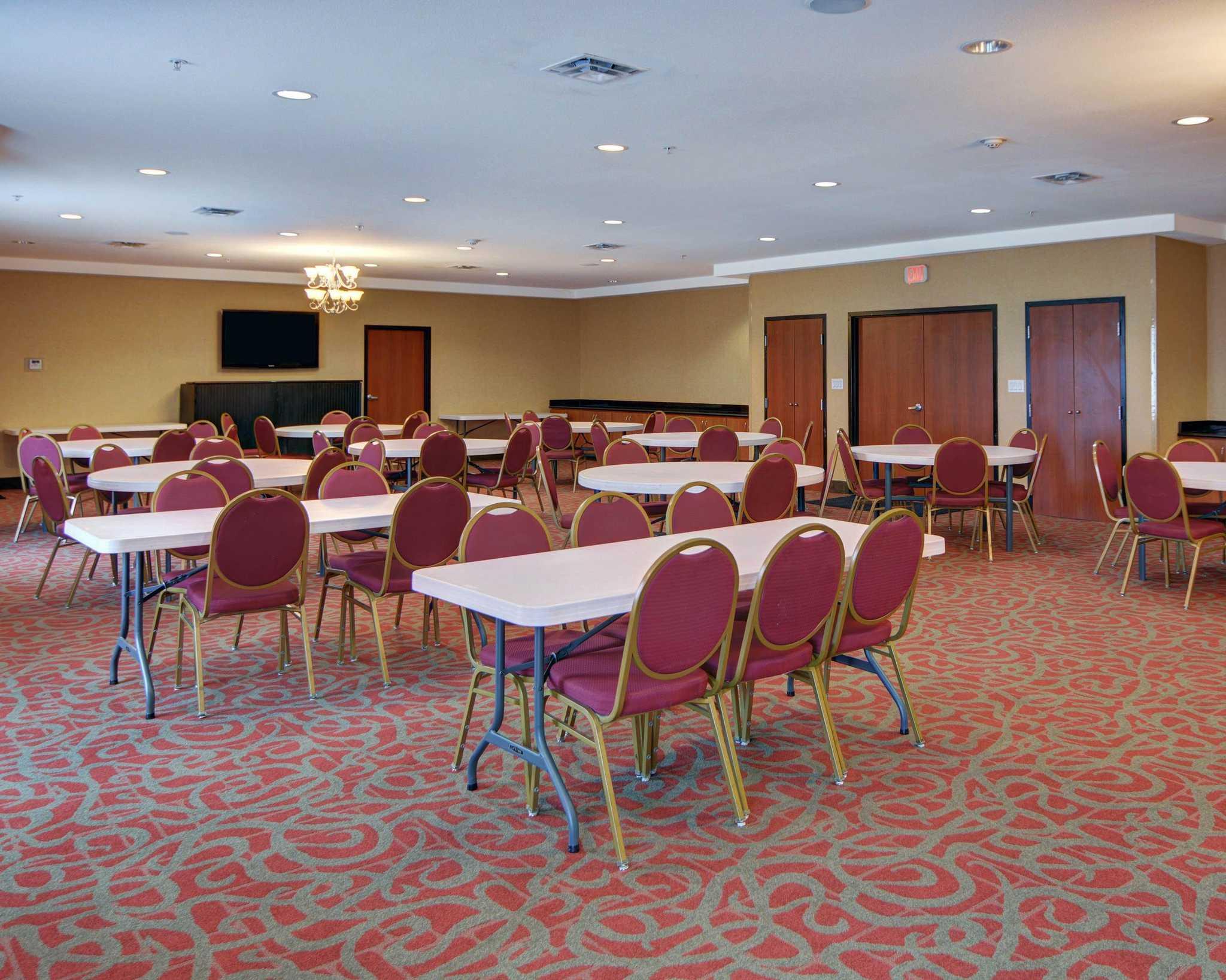 Comfort Suites Near Cedar Creek Lake image 16