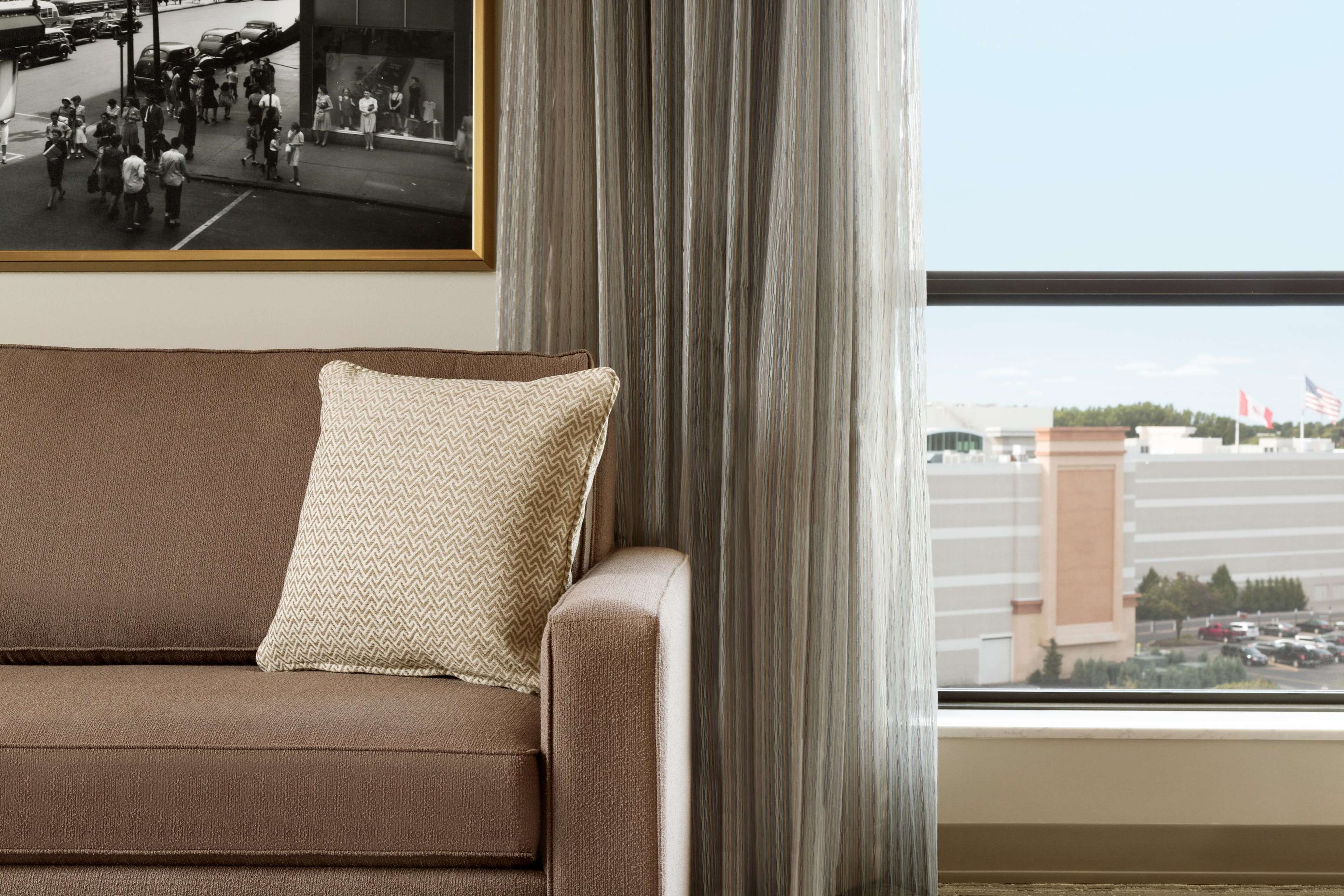 Embassy Suites by Hilton Syracuse Destiny USA image 6