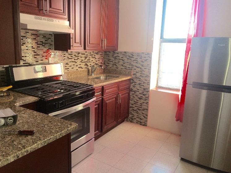 Glendale:  large, pet friendly, boxed 2 br.
