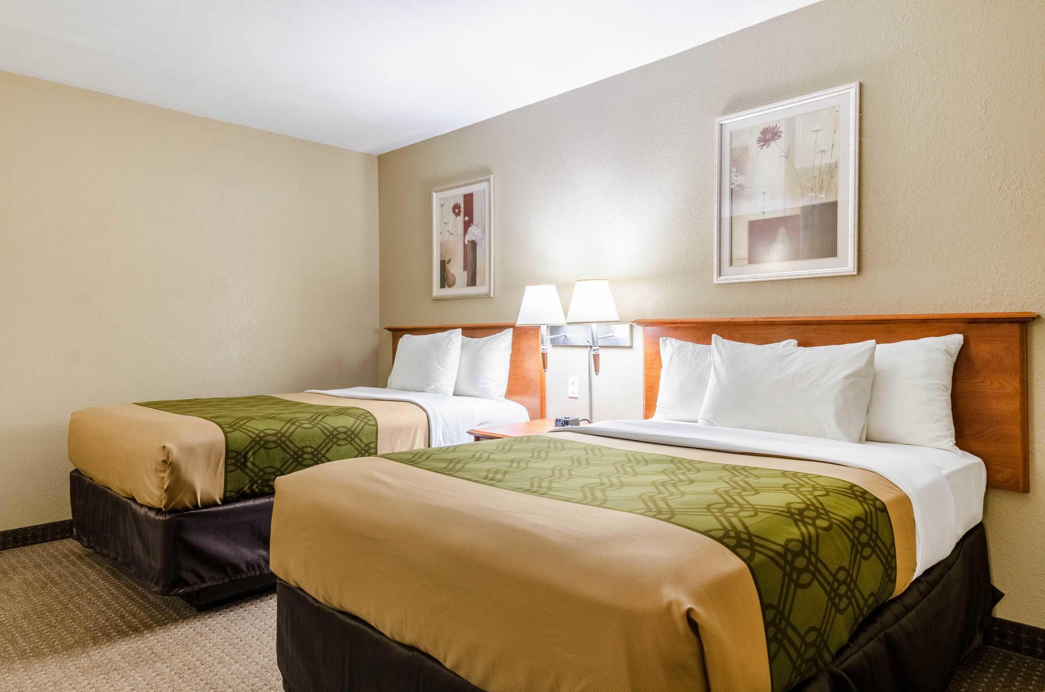 Econo Lodge  Inn & Suites I-35 at Shawnee Mission image 31