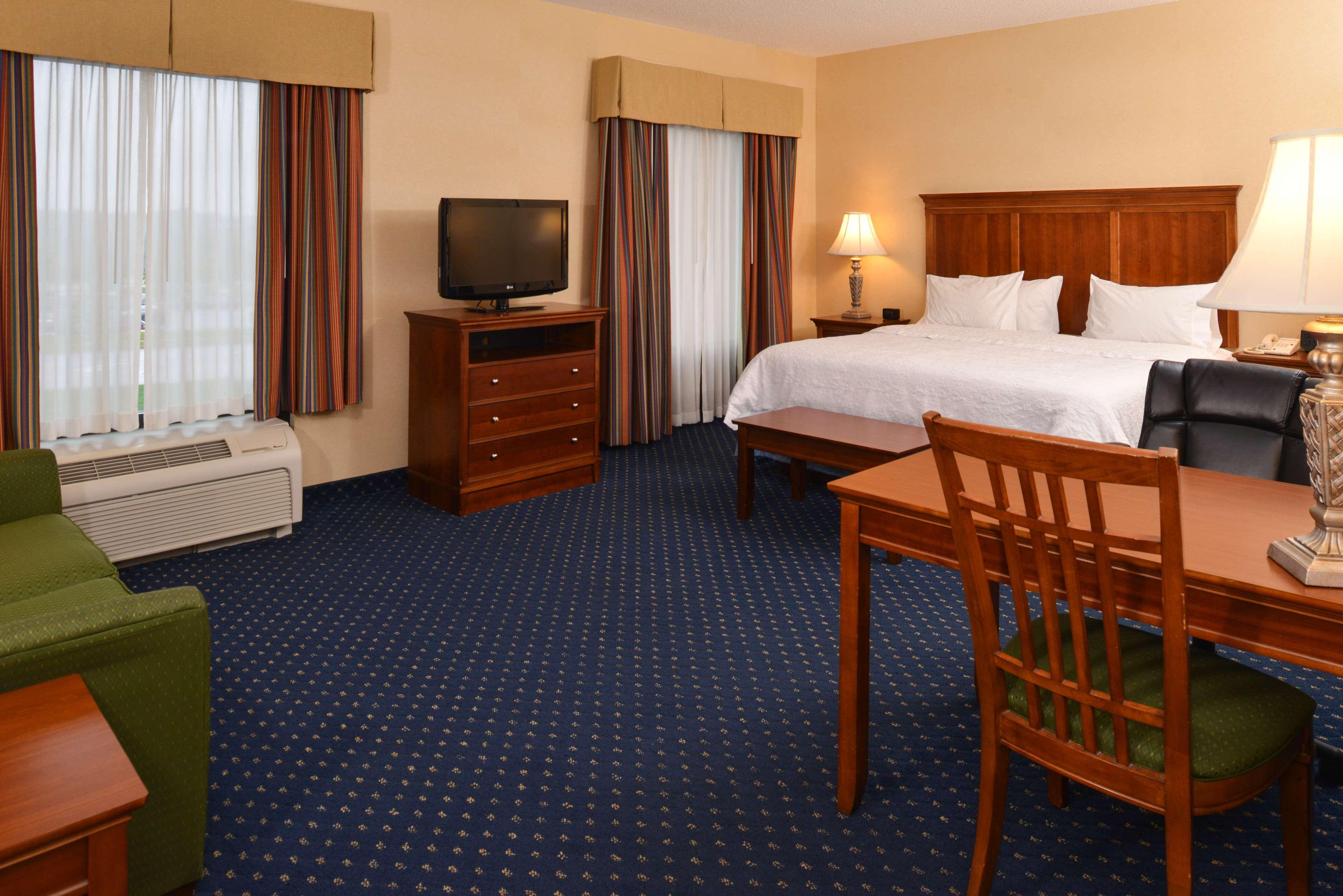 Hampton Inn & Suites Fredericksburg South image 22